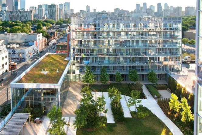 Một khu dân cư với mảng xanh nội bộ ở Canada. Ảnh: WSJ