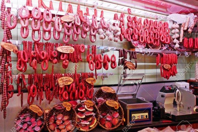 Ngành công nghiệp thịt ở Đức đang đối mặt thách thức kép: các quy định an toàn sẽ bị siết chặt hơn và sự thiếu hụt nhân công trầm trọng.