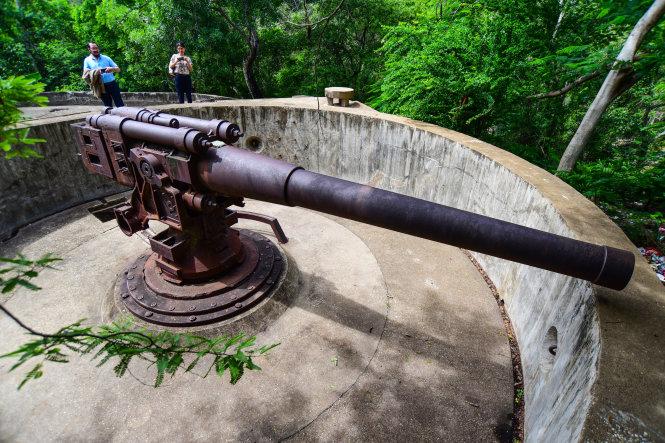 Khẩu pháo 138mm trong pháo đài.