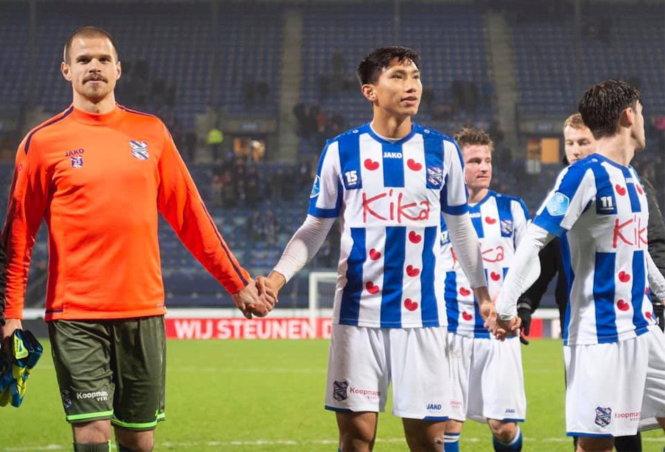 Đoàn Văn Hậu chỉ được ra sân ở Heerenveen trong màu áo đội trẻ. Ảnh: Getty Images