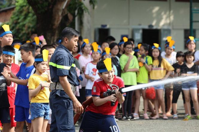 Trẻ vui chơi, học kỹ năng ở trại hè Thanh Đa (TP.HCM) tháng 7-2020. Ảnh: N.Thu