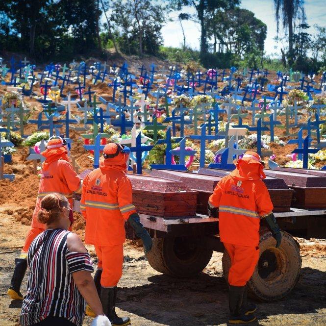 Một khu nghĩa địa mới của các nạn nhân COVID-19 ở Manaus, Brazil. Ảnh: Getty Images