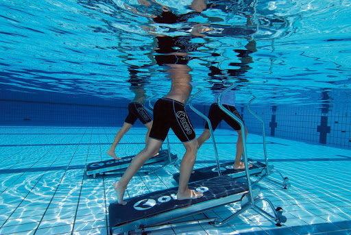 Chạy bộ dưới nước là hình thức tập luyện phổ biến với VĐV lẫn người thường. Ảnh: Tech Trends