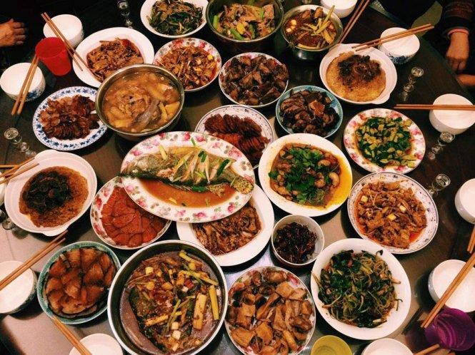 'Tâm hồn ăn uống' của dân và lệnh 'bóp mồm bóp miệng' của quan