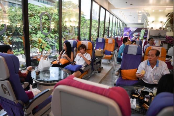 Nhà hàng bán bữa ăn trên máy bay cho hành khách