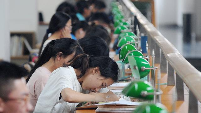 Chi phí giáo dục đại học ở Trung Quốc: Thiếu trước hút sao