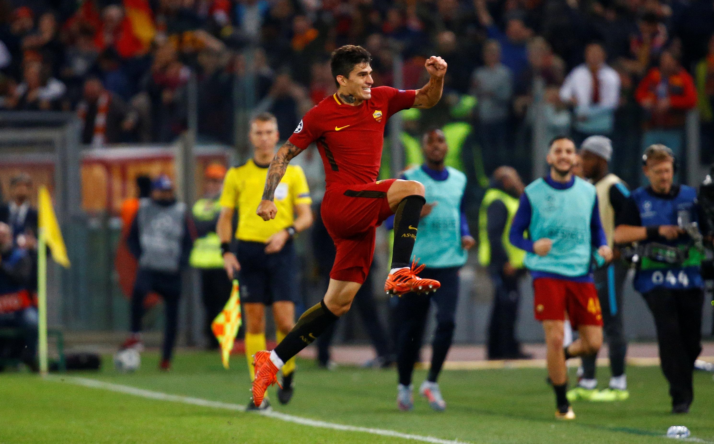 Perotti ăn mừng bàn nâng tỉ số lên 3-0. Ảnh: REUTERS