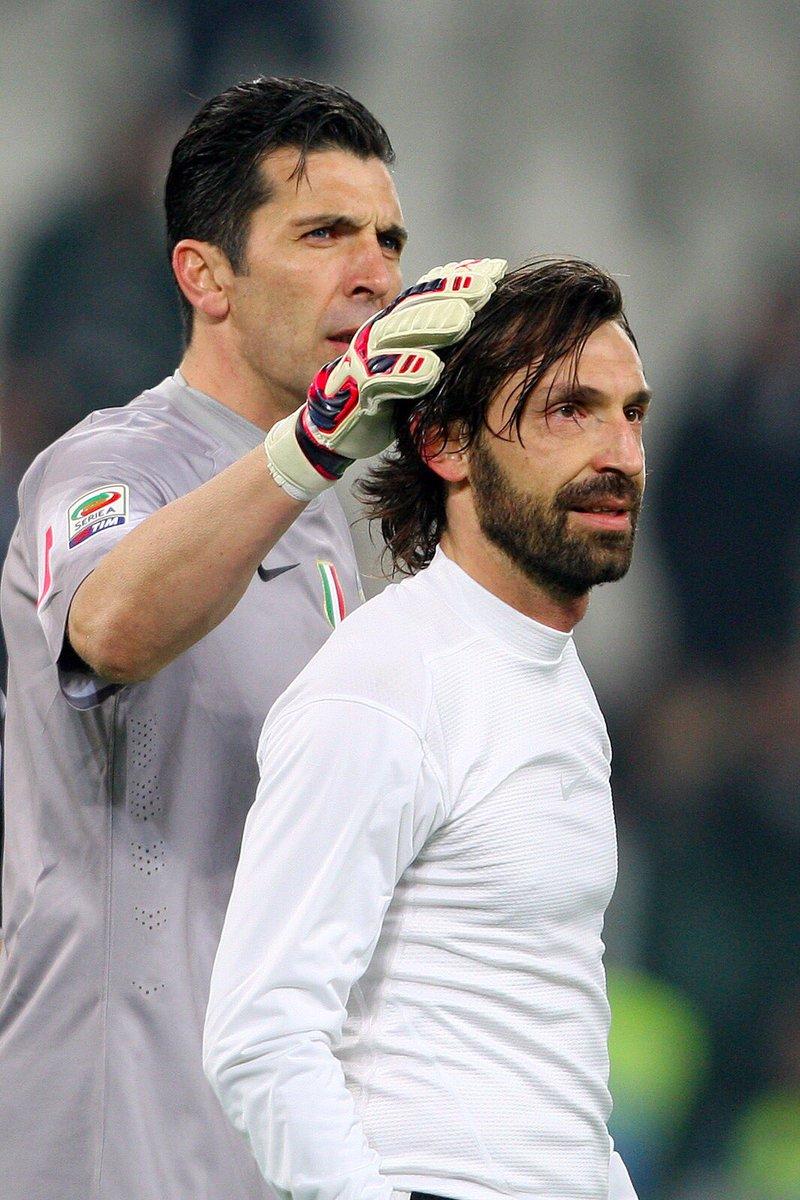 Pirlo và thủ thành Buffon. Ảnh: GETTY IMAGES
