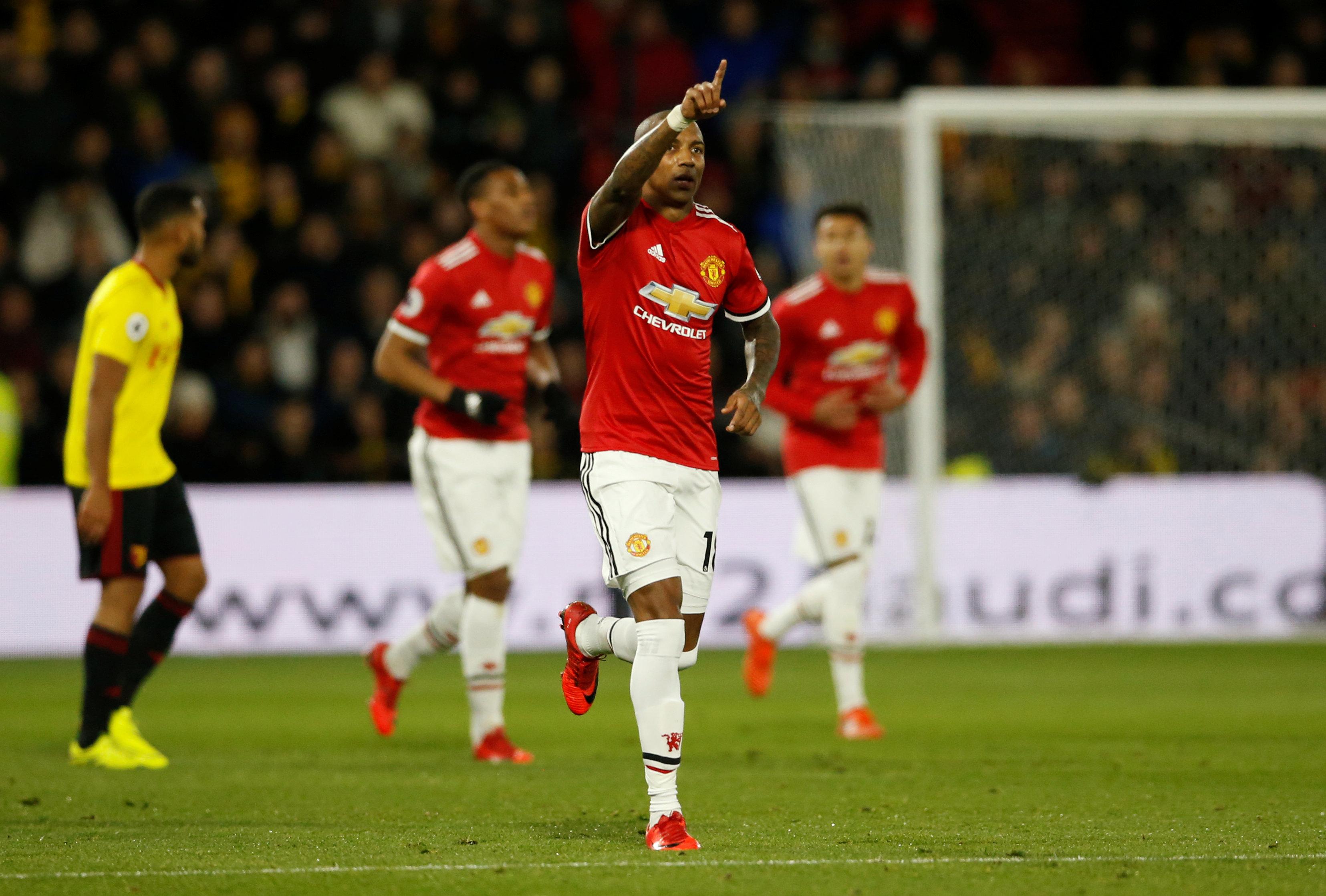 Niềm vui của Young sau khi nâng tỉ số lên 2-0 cho M.U. Ảnh: REUTERS