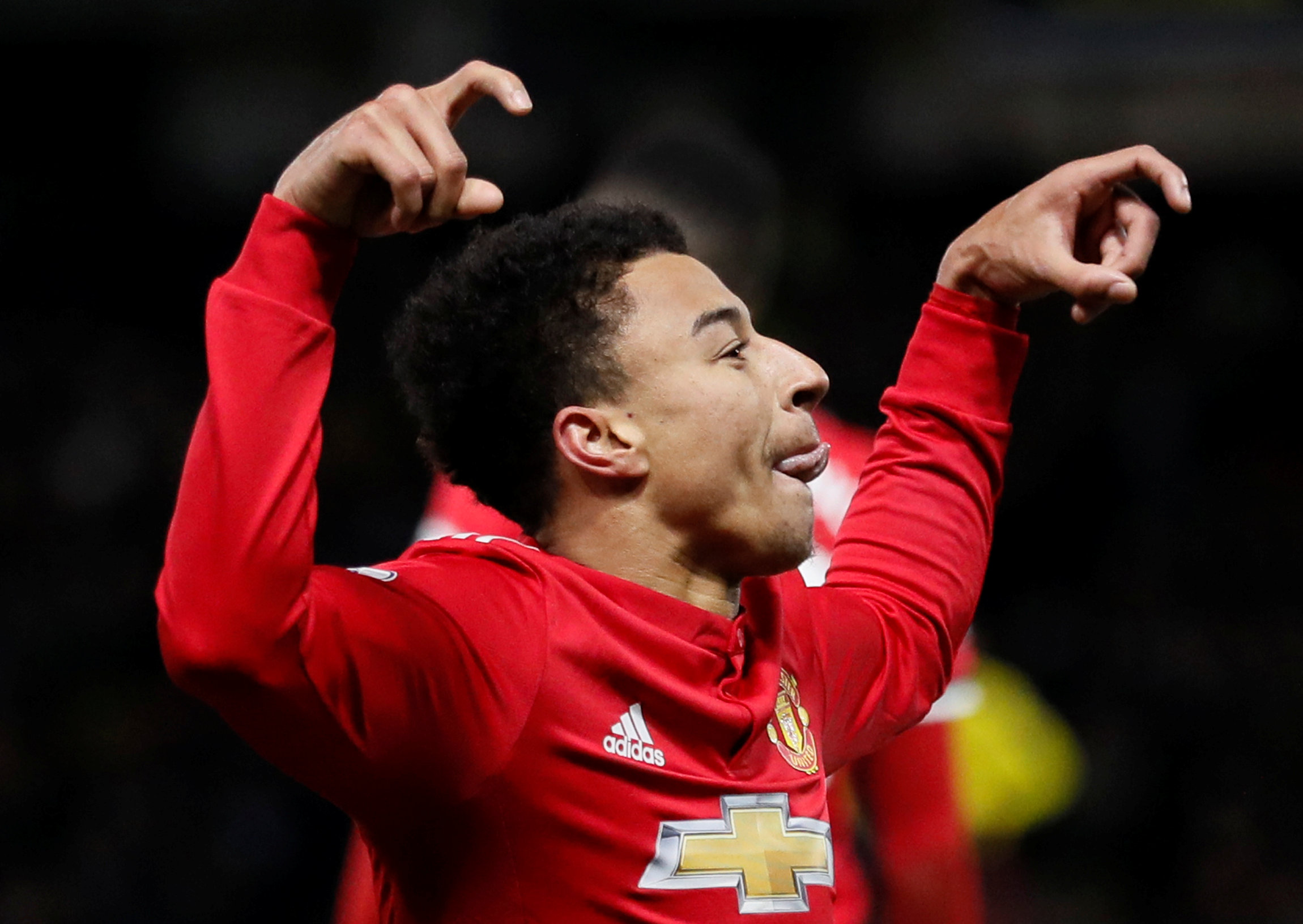 Lingard ăn mừng bàn nâng tỉ số lên 4-2 cho M.U. Ảnh: REUTERS