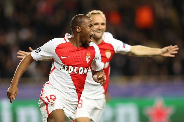 Djibril Sidibe ăn mừng bàn mở tỉ số cho Monaco. Ảnh: REUTERS