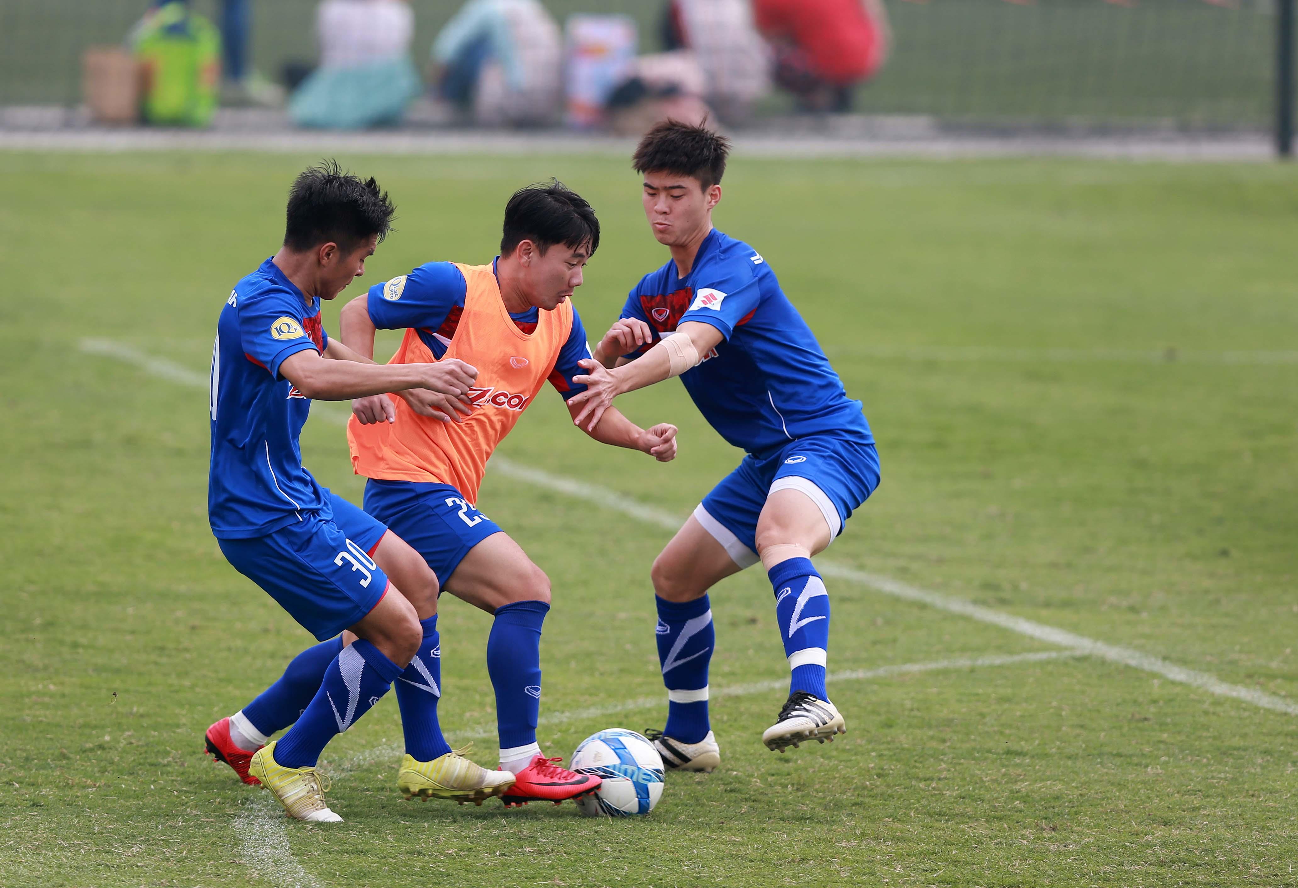Với lực lượng gồm nhiều tuyển thủ U-23 như hiện nay, đội tuyển VN khó có thể vô địch AFF Cup 2018. Ảnh: NAM KHÁNH