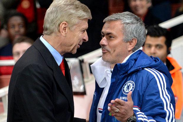 HLV Wenger (trái) khuyên Mourinho bớt kêu ca. Ảnh: GETTY IMAGES