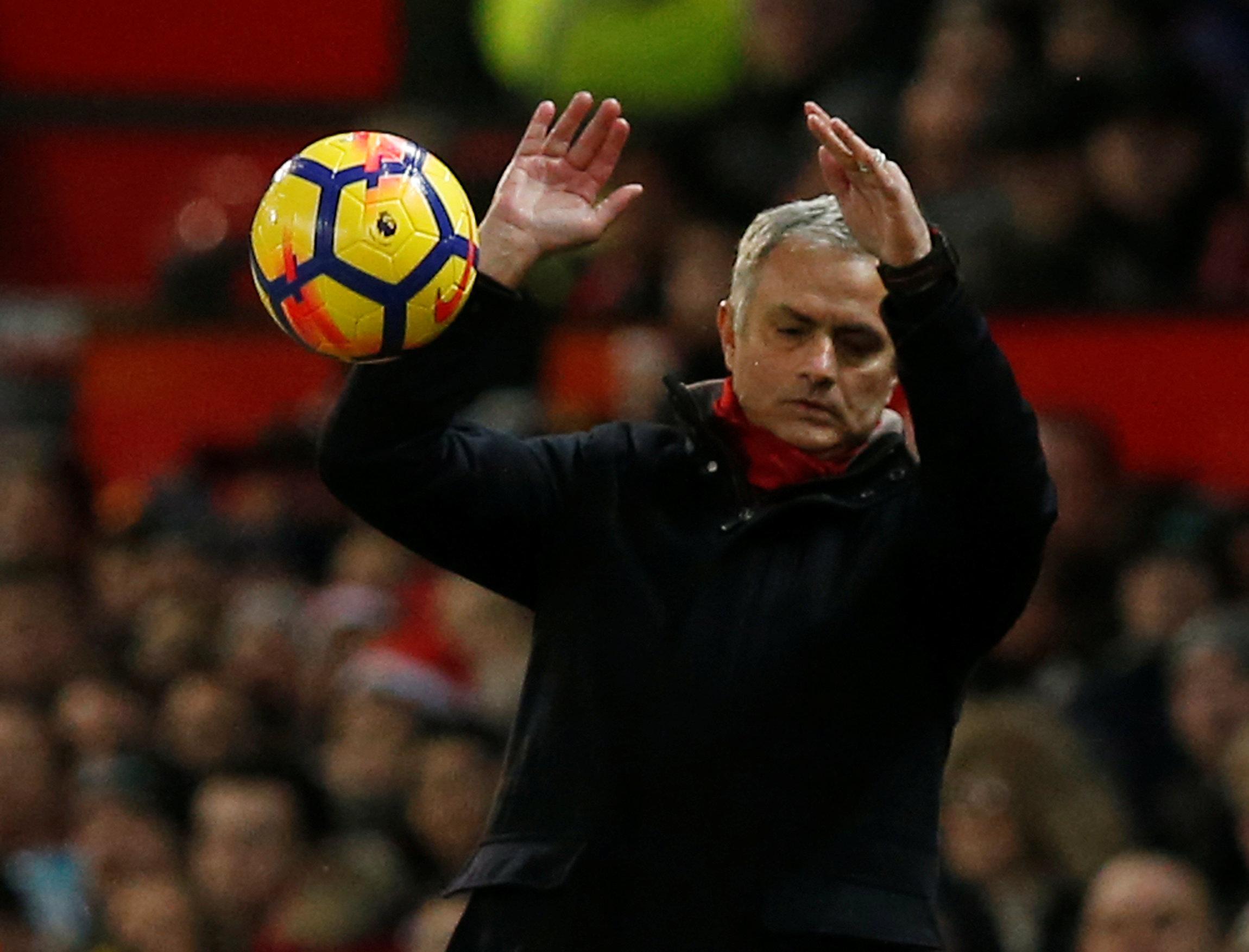 Giao thừa đầy áp lực với Mourinho