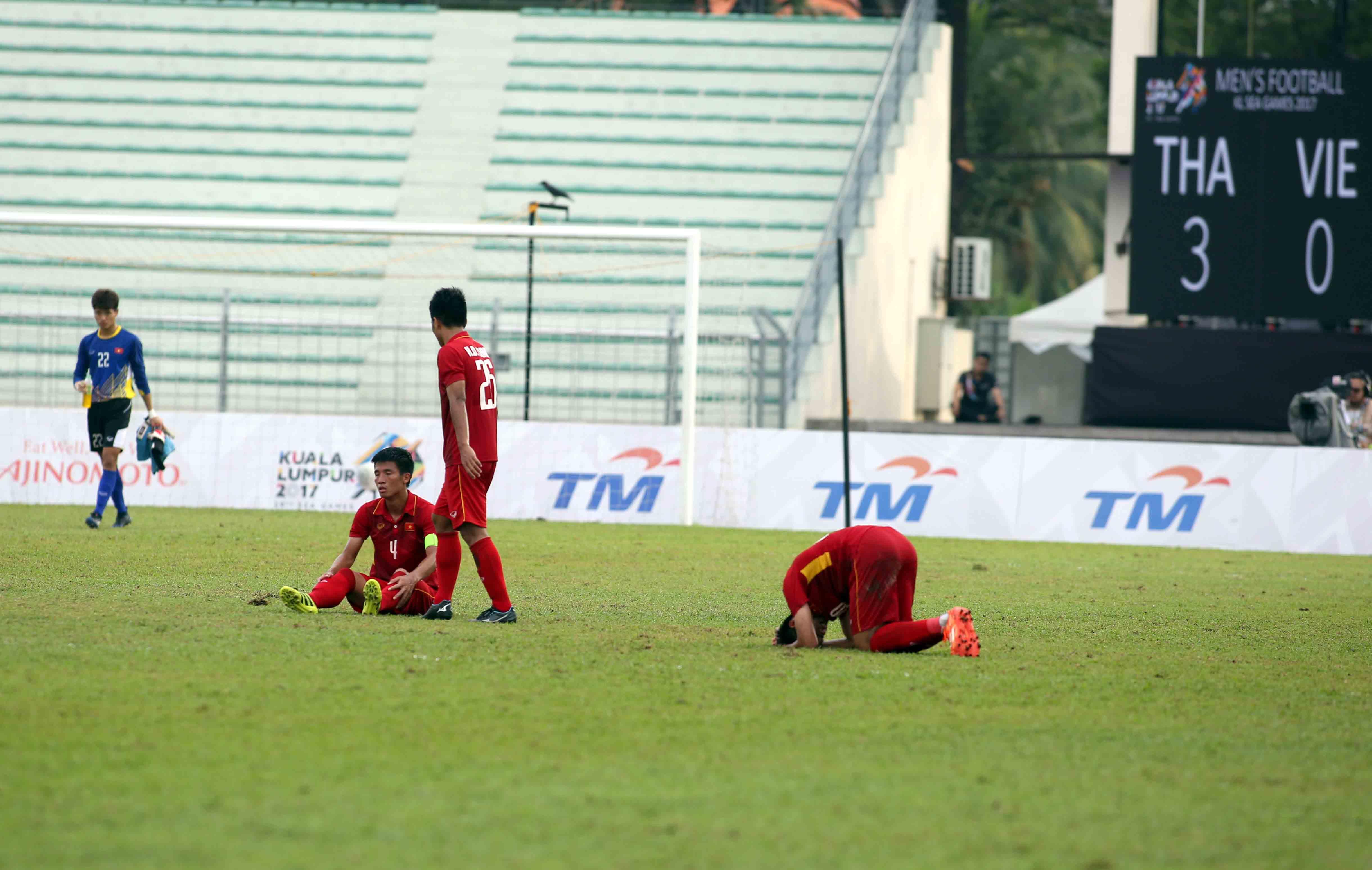 Nỗi thất vọng của các tuyển thủ U-22 VN sau trận thua Thái Lan 0-3 ở SEA Games 2017. Ảnh:N.KHÔI