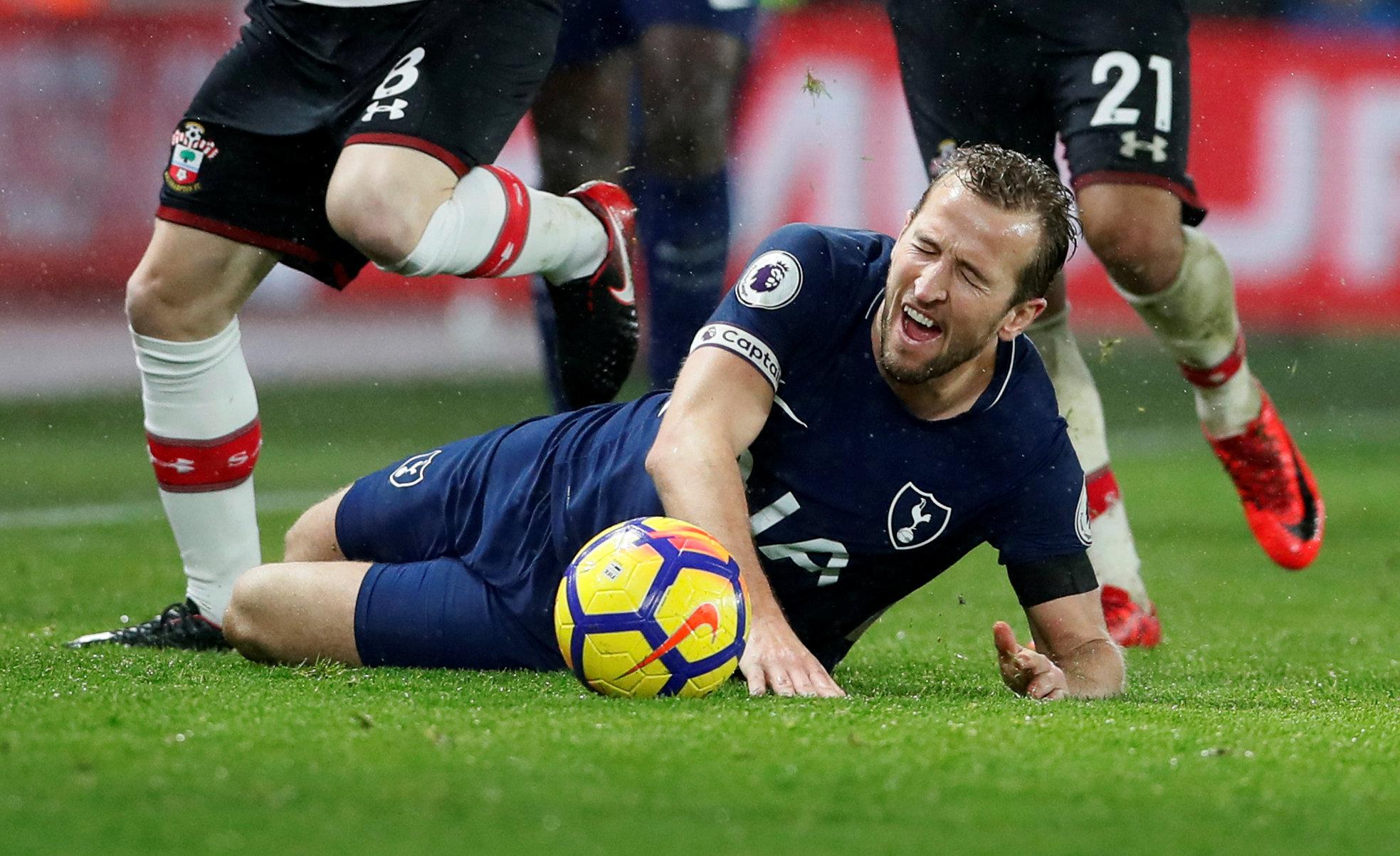 Bàn thắng của Kane là không đủ giúp Tottenham vượt qua Southampton. Ảnh: REUTERS