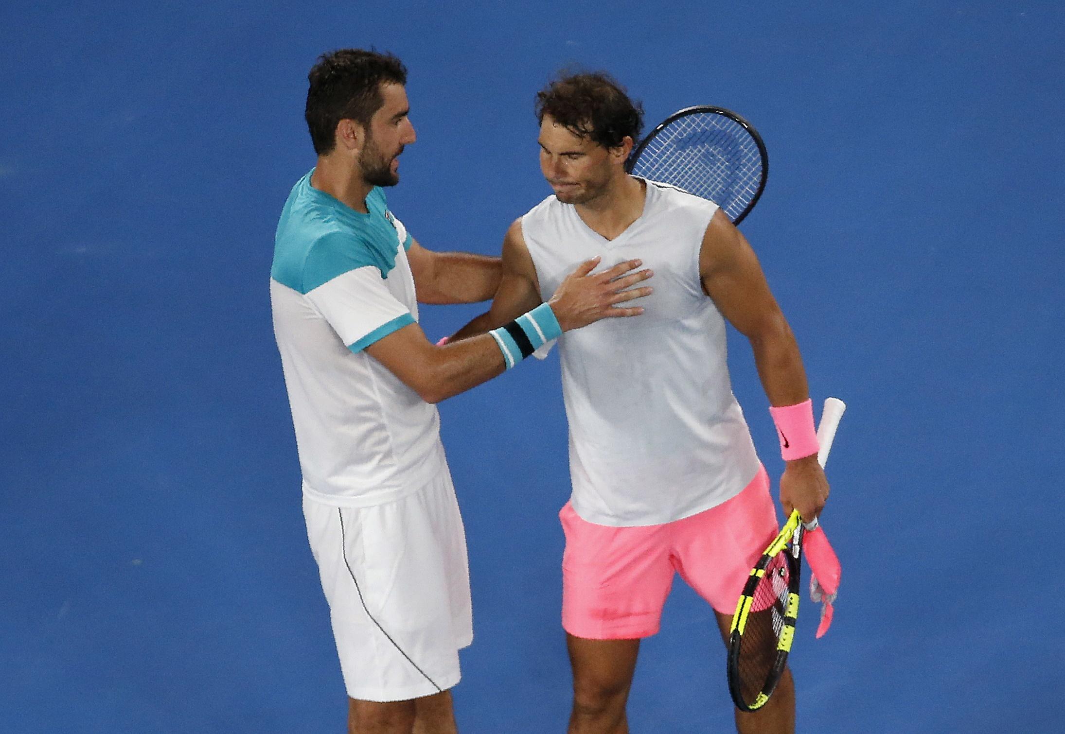 Cilic (trái) an ủi Nadal sau trận đấu. Ảnh: REUTERS