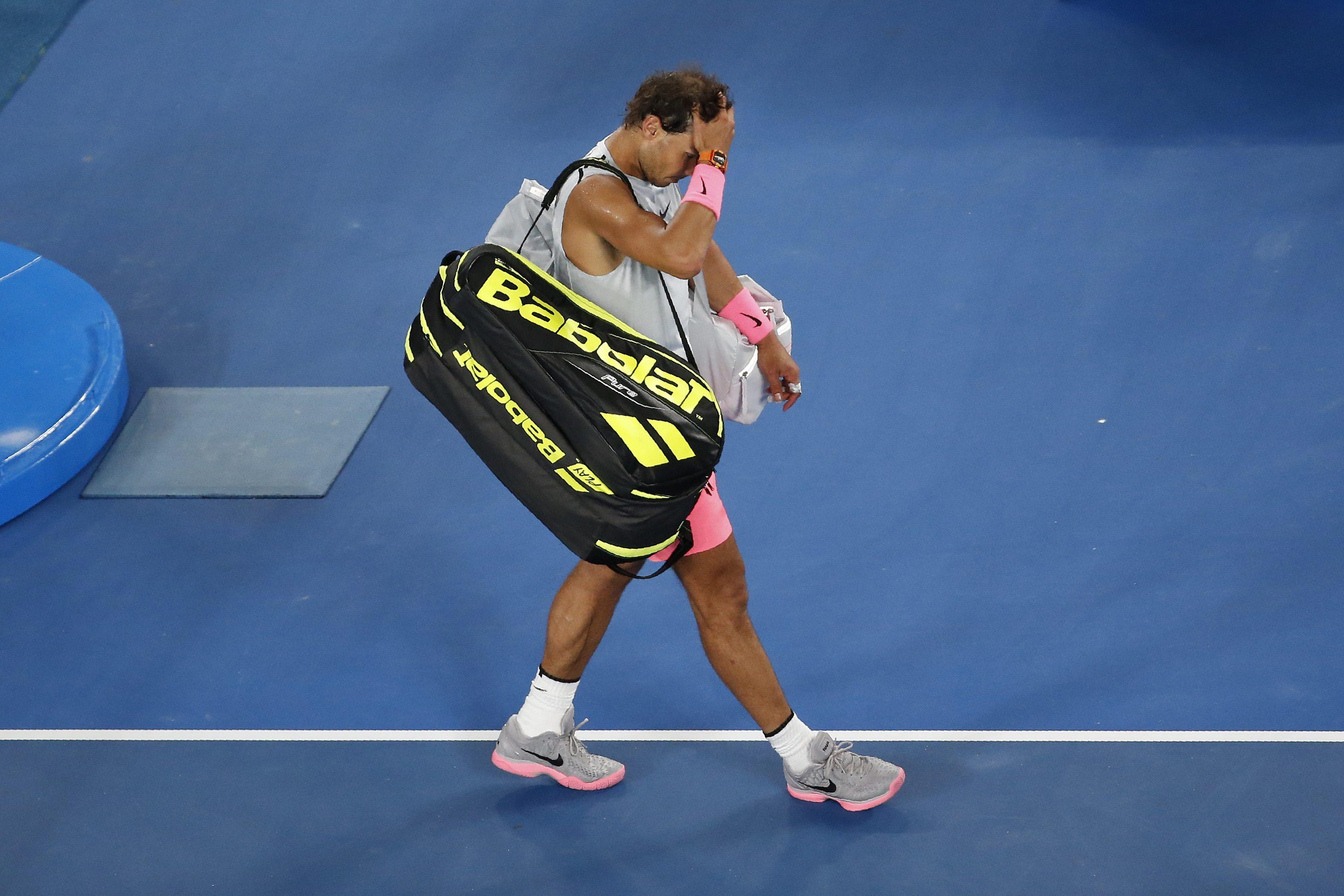 Nỗi thất vọng của Nadal sau khi chia tay giải. Ảnh: REUTERS