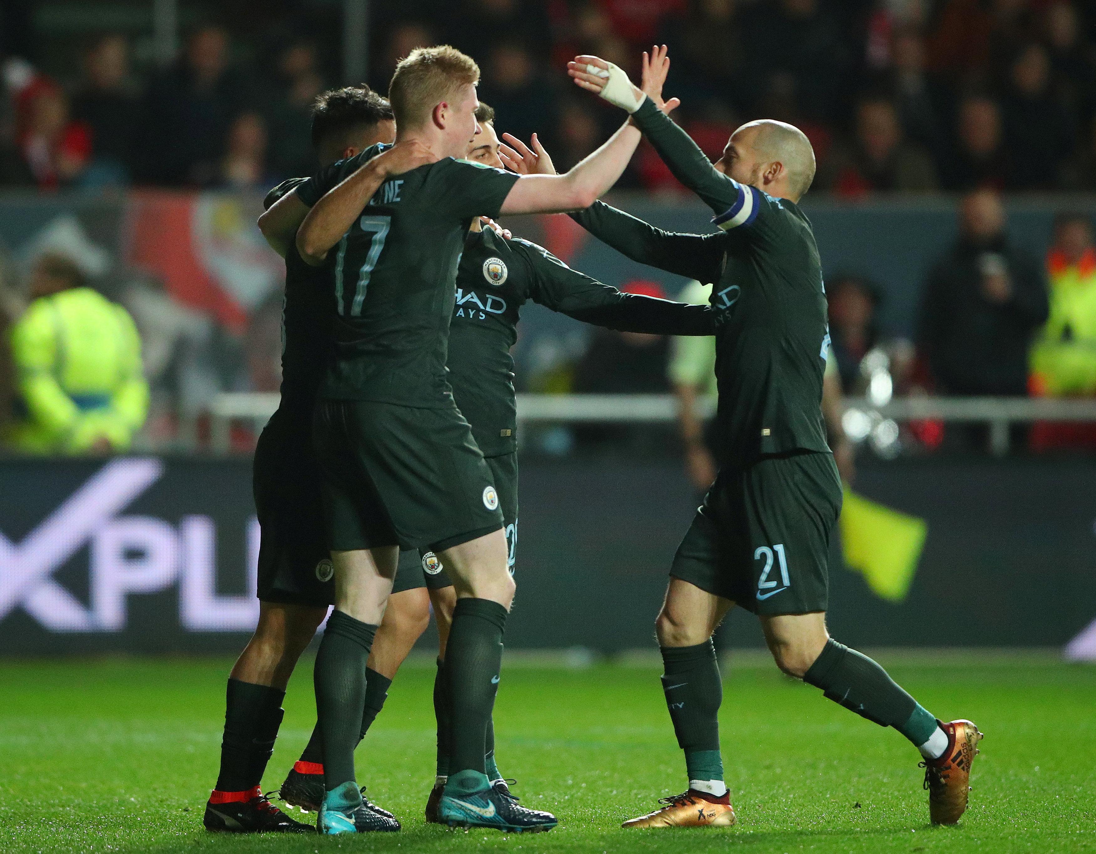 Các cầu thủ M.C ăn mừng bàn nâng tỉ số lên 2-0. Ảnh: REUTERS
