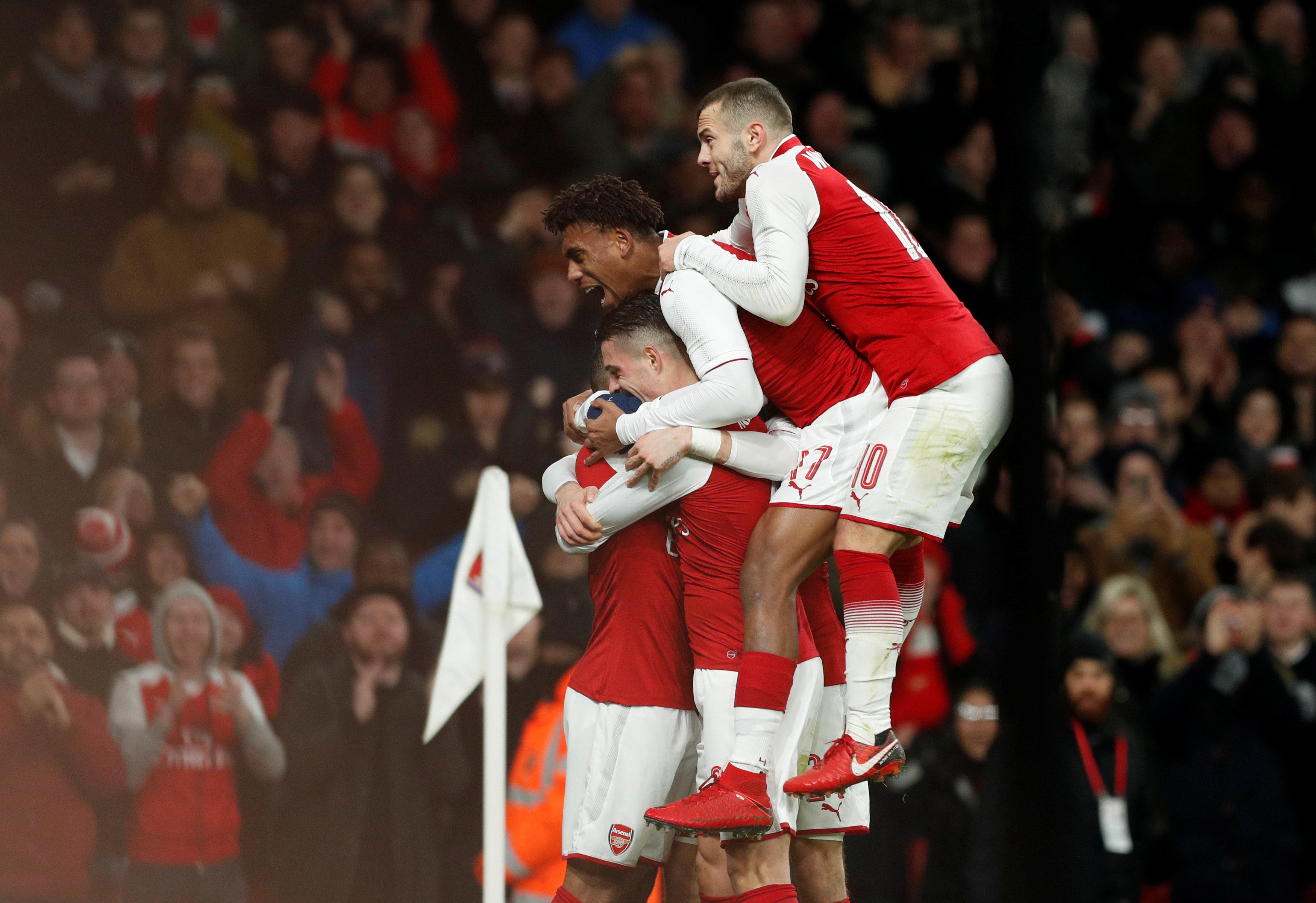Niềm vui của các cầu thủ Arsenal sau khi nâng tỉ số lên 2-1. Ảnh: REUTERS