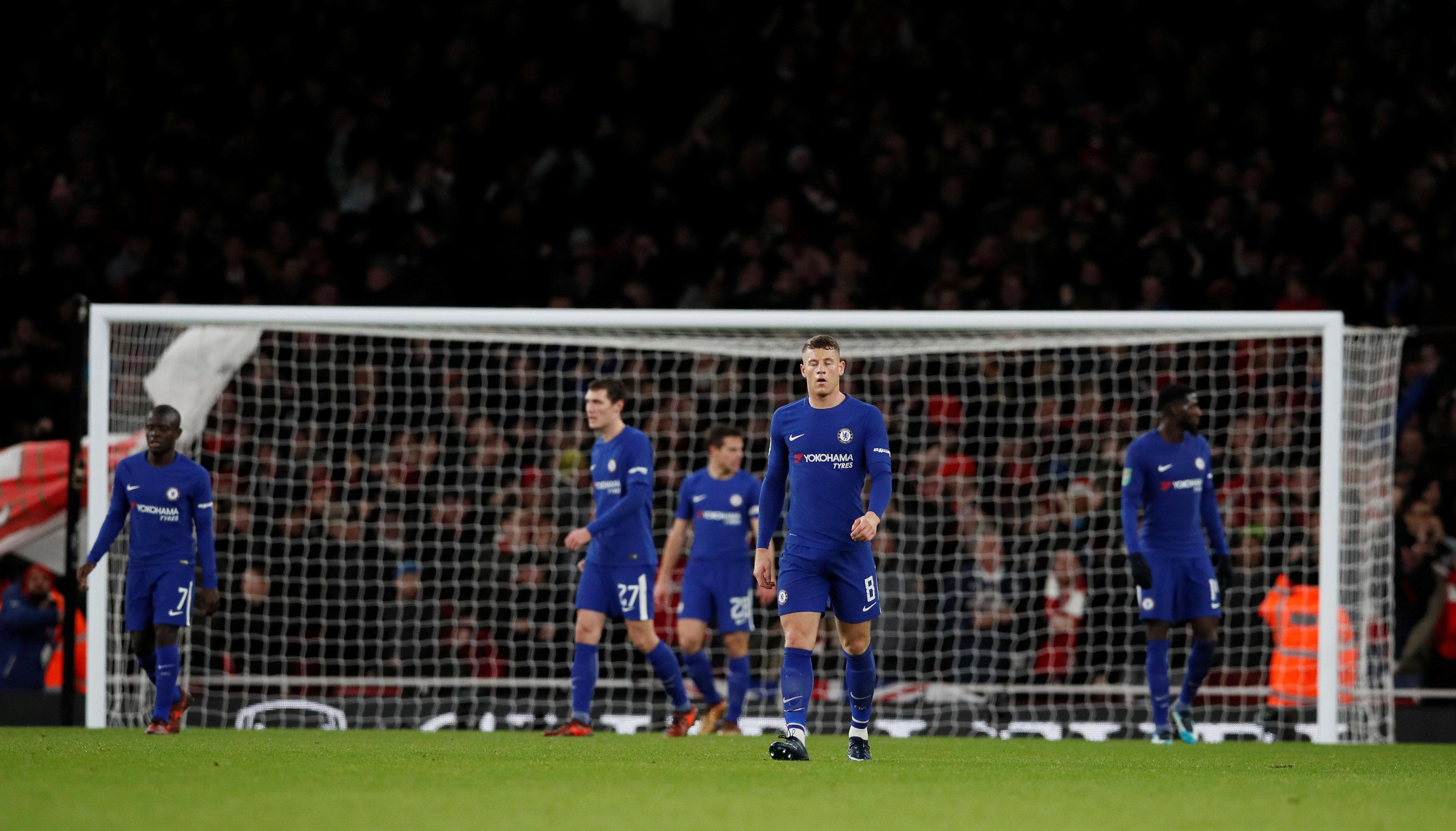 Nỗi thất vọng của các cầu thủ Chelsea sau trận thua Arsenal. Ảnh: REUTERS