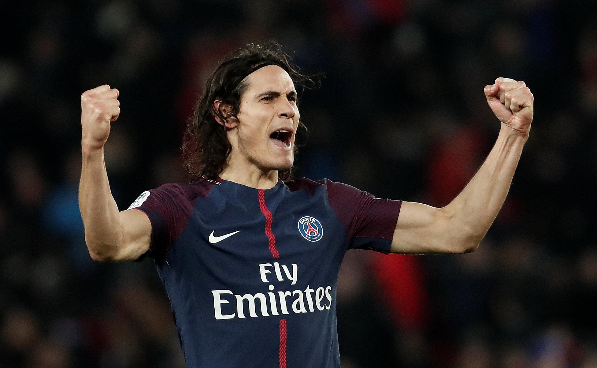 Cavani tỏa sáng với cú đúp bàn thắng vào lưới Strasbourg. Ảnh: REUTERS
