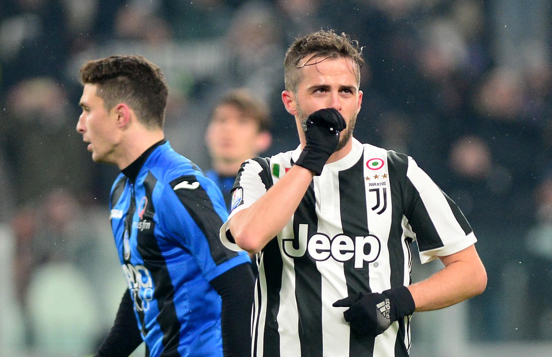 Miralem Pjanic ăn mừng bàn thắng cho Juventus. Ảnh: REUTERS