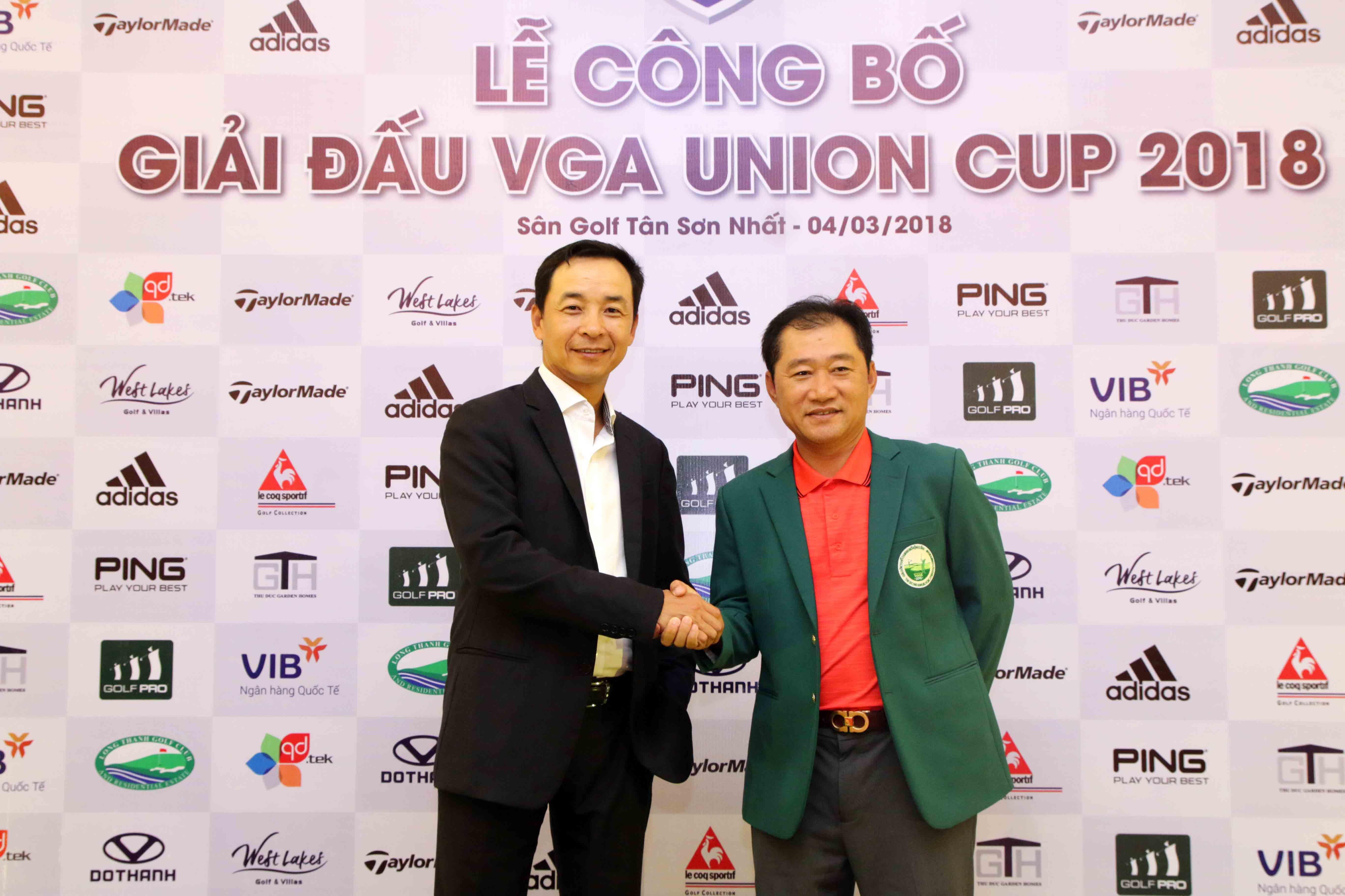 Đội trưởng đội tuyển miền Bắc(trái) Lê Hùng Nam và đội trưởng đội tuyển miền Nam Andrew Hùng Phạm tại buổi họp báo thông tin về giải đấu hôm 4-3 ở TP.HCM. Ảnh: NGUYÊN KHÔI