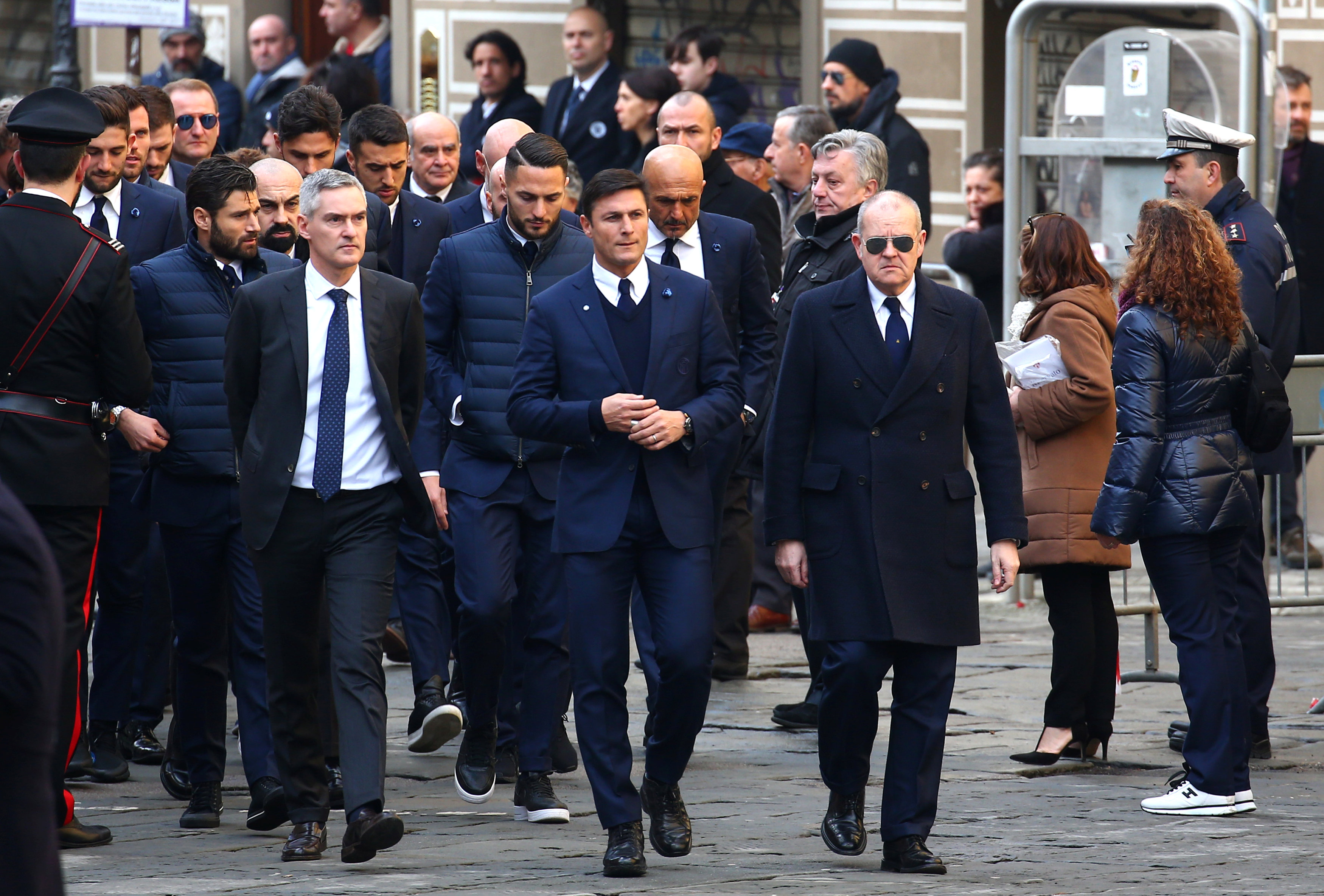 Huyền thoại một thời của Inter Milan, hậu vệ Javier Zanetti (giữa). Ảnh: REUTERS