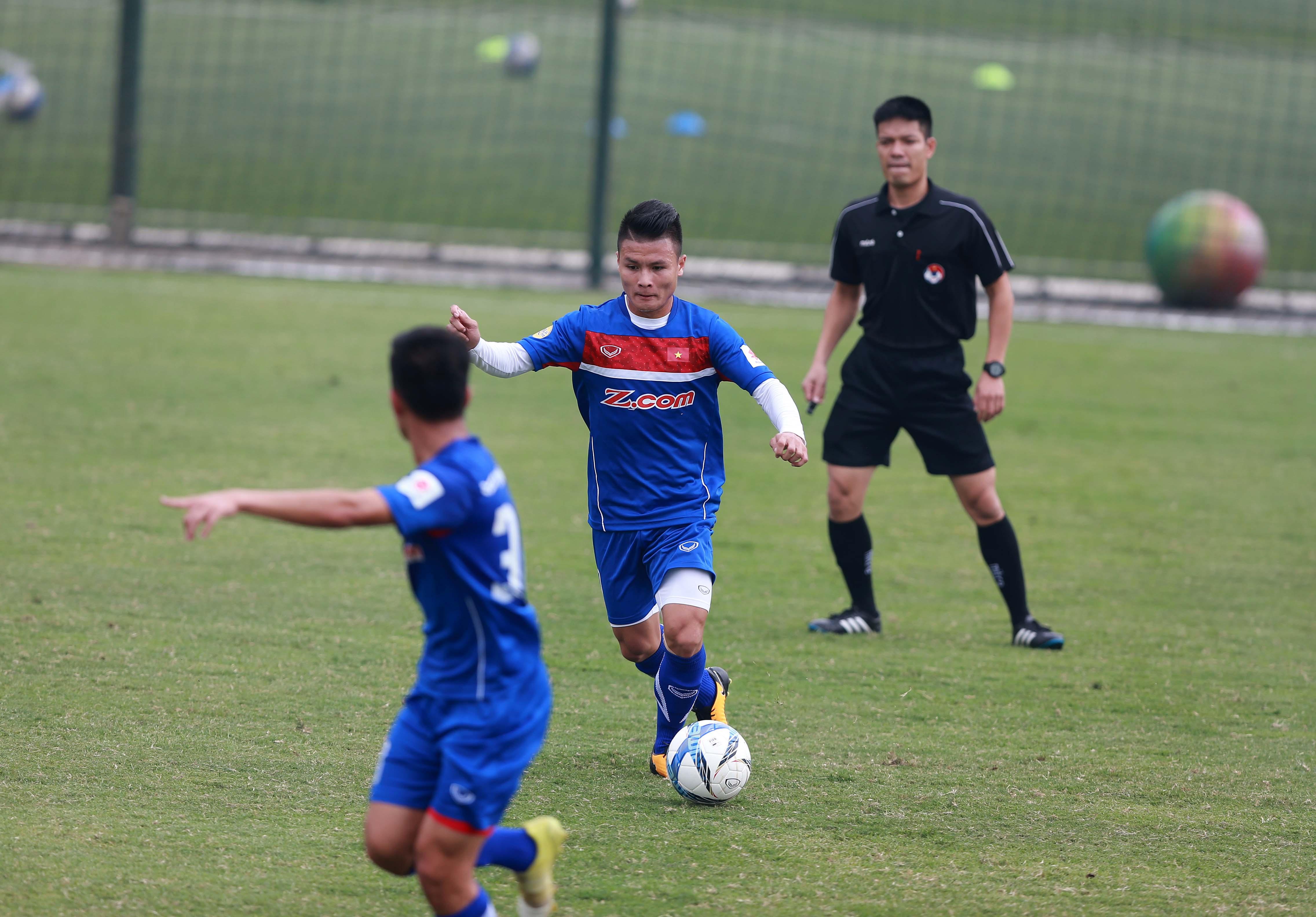 Quang Hải (giữa) và các đồng đội ở tuyển U-23 VN sẽ chịu áp lực lớn tại Asiad 18. Ảnh: NAM KHÁNH
