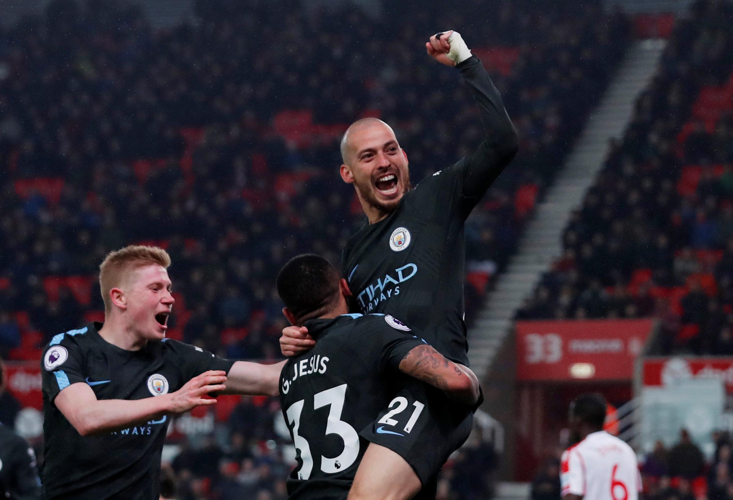 Niềm vui của Silva sau khi nâng tỉ số lên 2-0 cho M.C. Ảnh: REUTERS