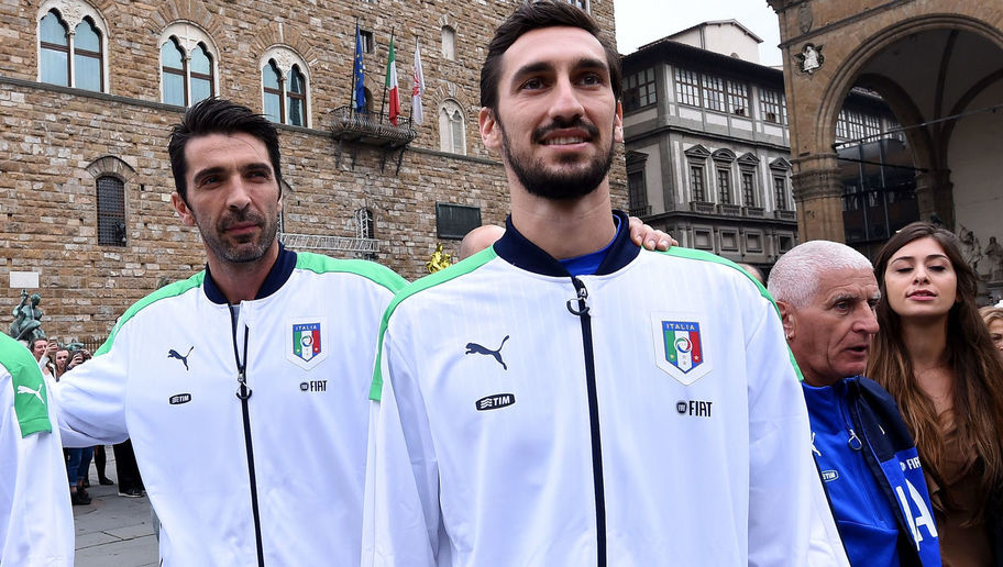 Buffon (trái) và hậu vệ Davide Astori thời gian còn khoác áo tuyển Ý. Ảnh: GETTY IMAGES