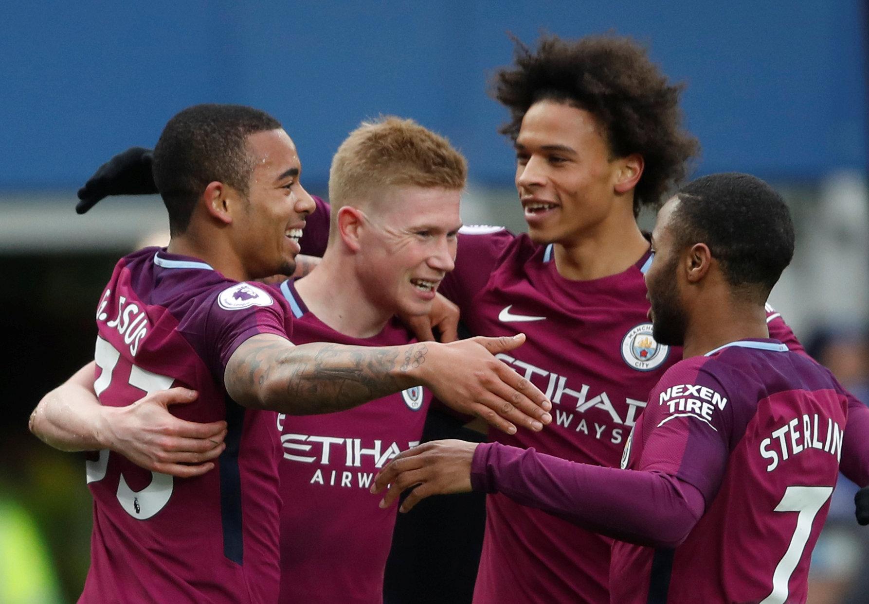 Đá bại Everton, M.C chạm tay vào cúp vô địch