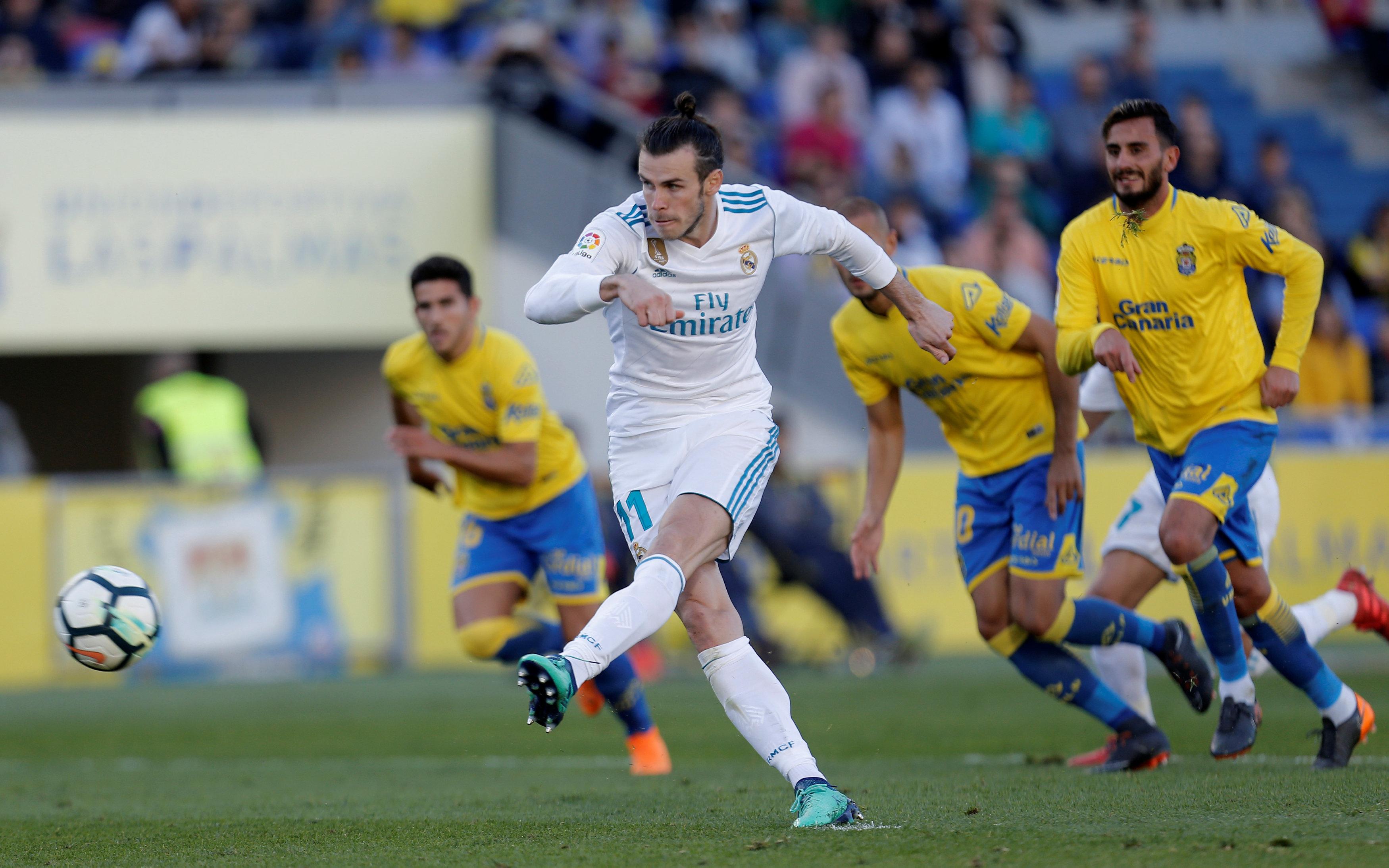 Bale sút penalty nâng tỉ số lên 3-0 cho R.M. Ảnh: REUTERS
