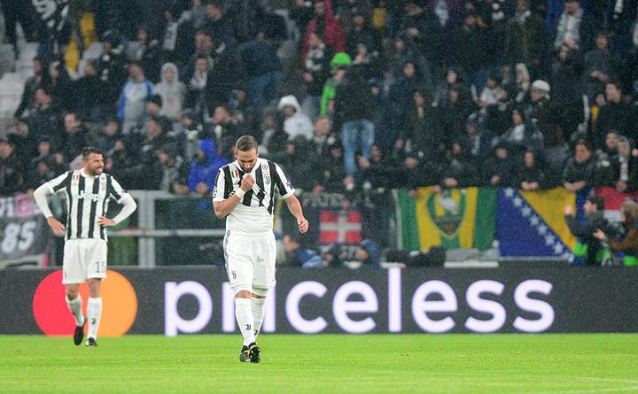 Nỗi thất vọng của các cầu thủ Juventus sau trận thua R.M. Ảnh: REUTERS
