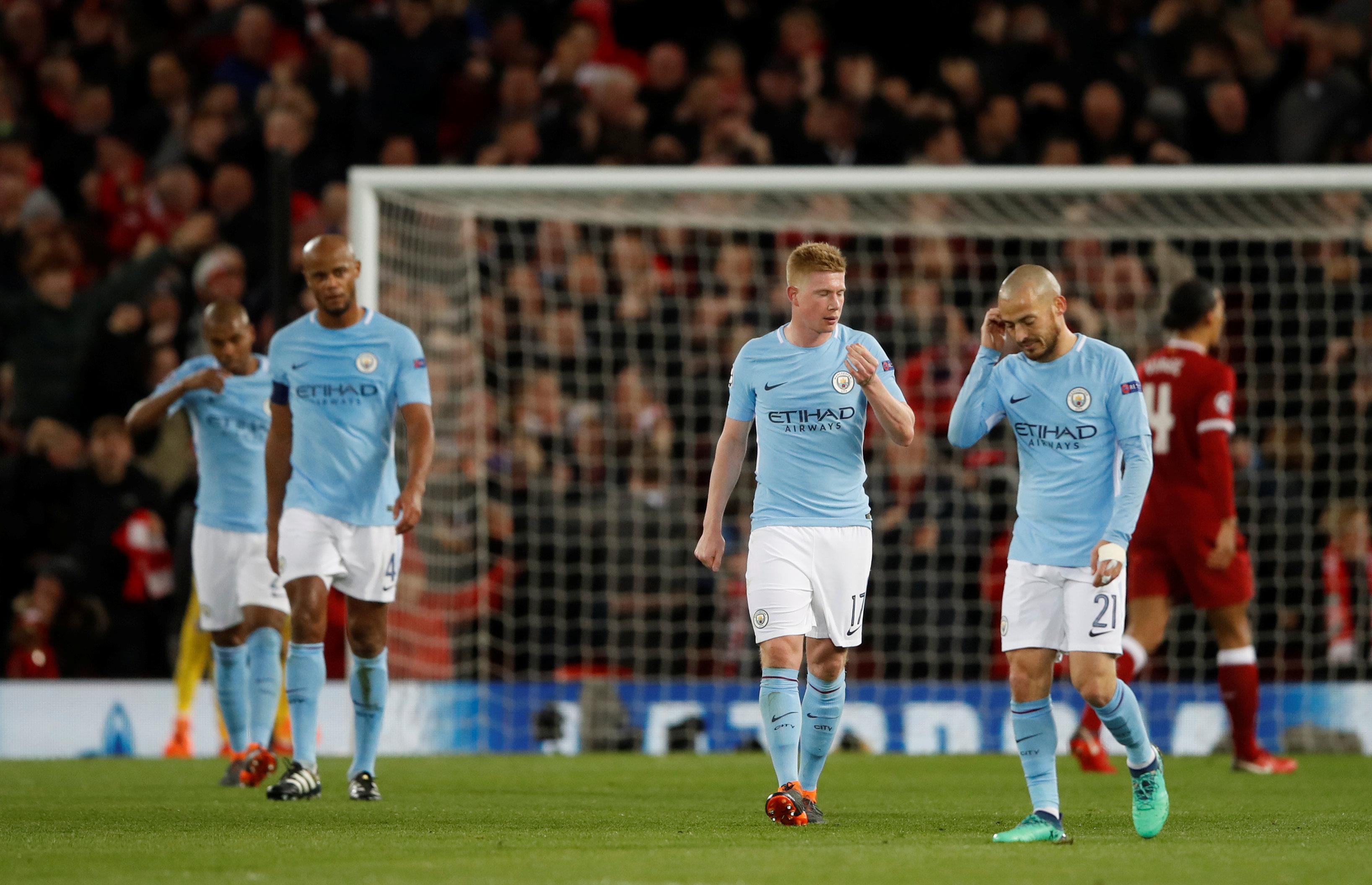 Nỗi thất vọng của các cầu thủ M.C sau trận thua Liverpool. Ảnh: REUTERS