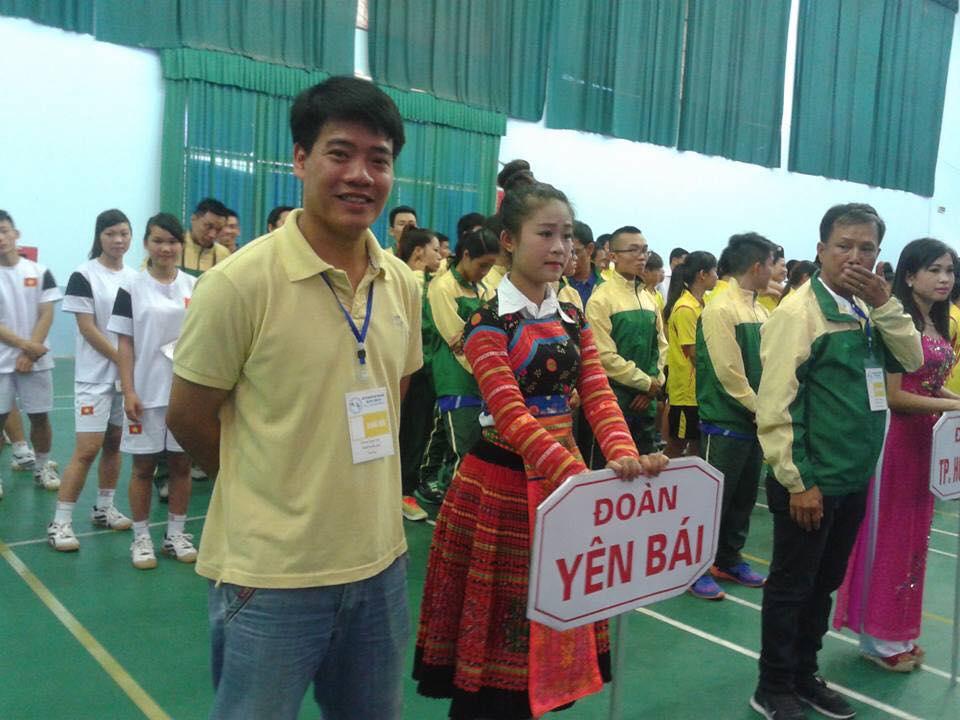 Cố trọng tài Dương Ngọc Tân trong một lần công tác cùng thể thao yên Bái. Ảnh: FBNV