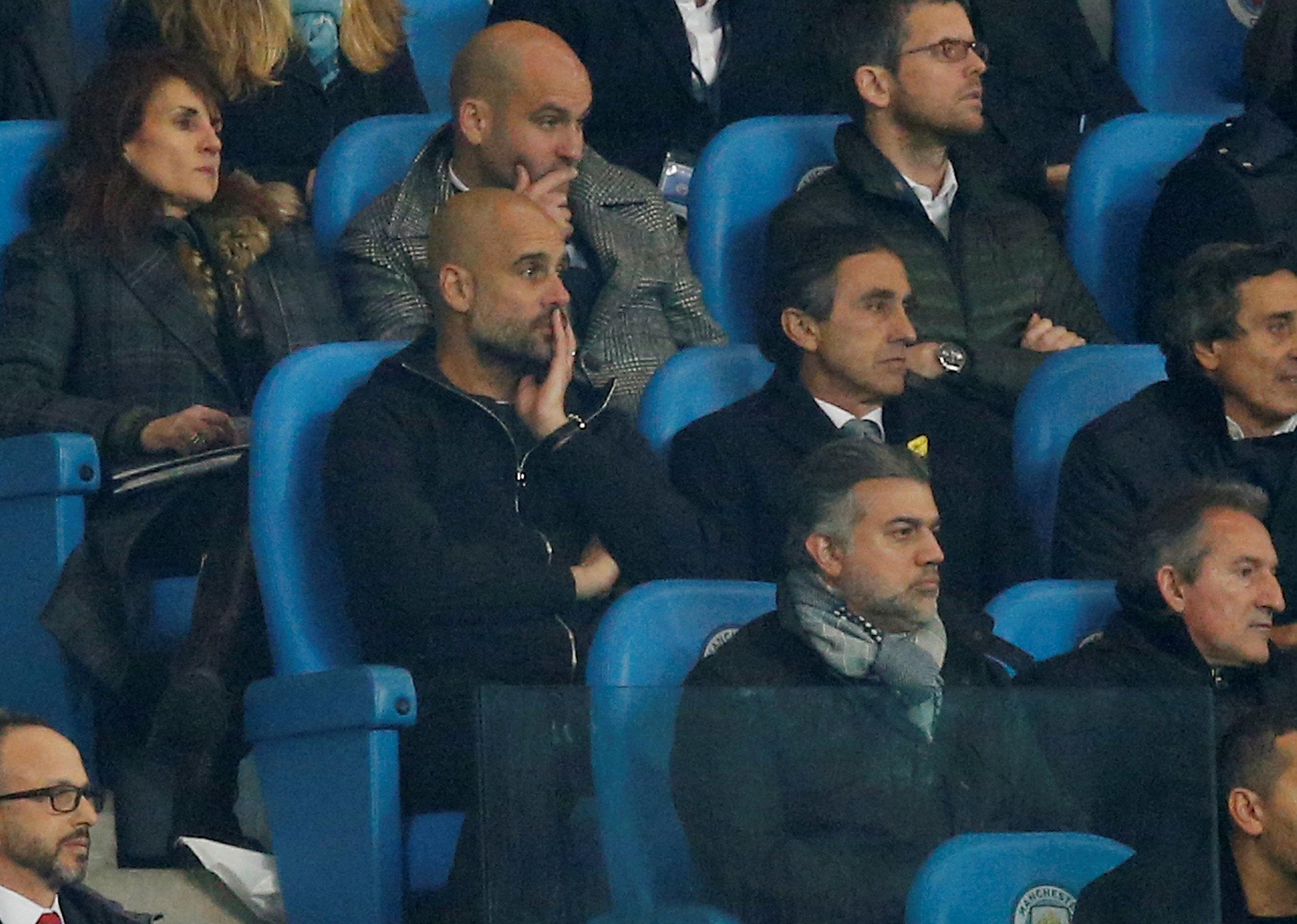 HLV Guardiola theo dõi M.C thi đấu trên khán đài trong hiệp 2. Ảnh: REUTERS