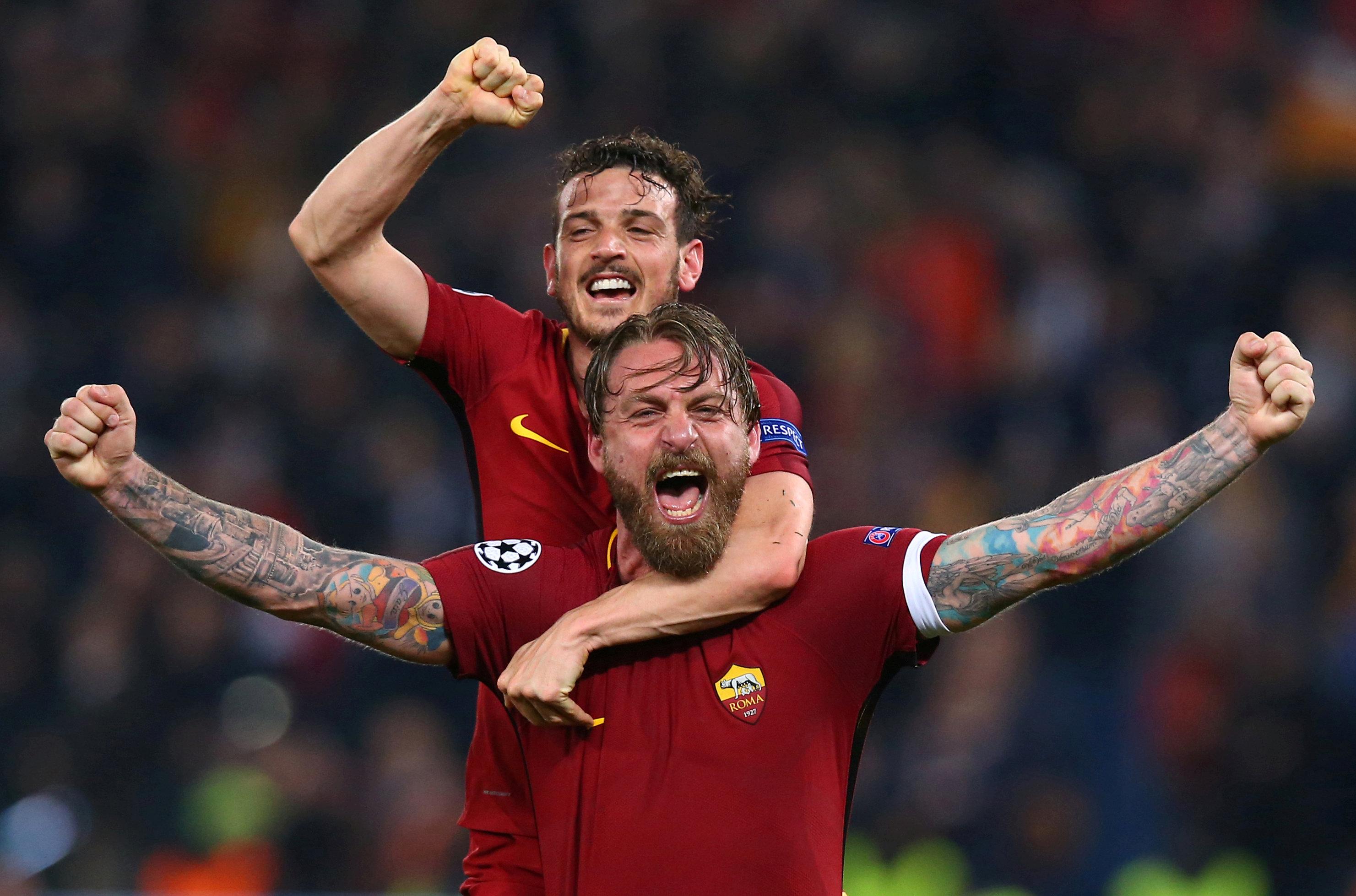 Niềm vui của các cầu thủ AS Roma sau khi đoạt vé vào bán kết. Ảnh: REUTERS