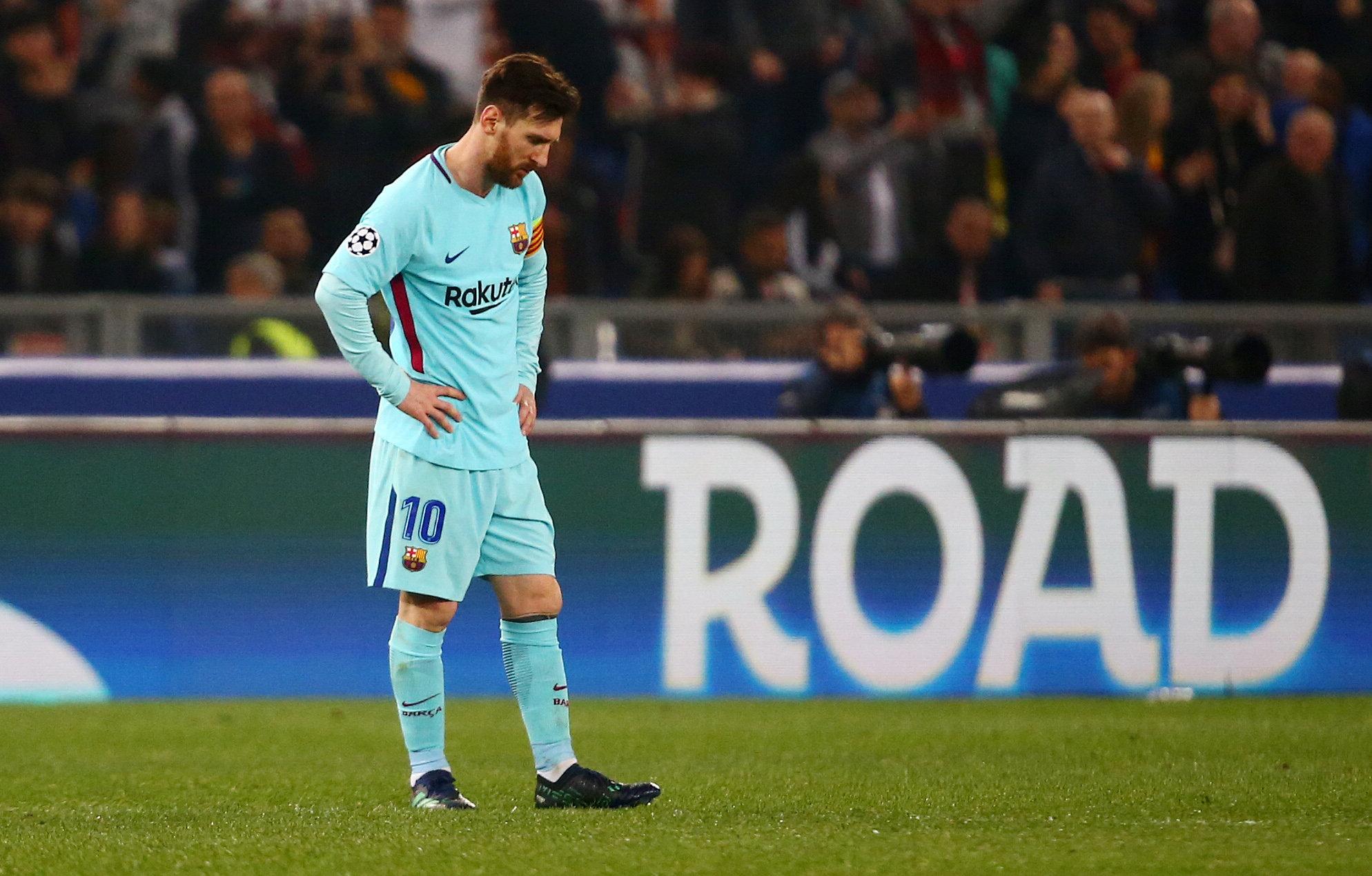 Sự thất vọng của Messi trong trận thua của Barca. Ảnh: REUTERS