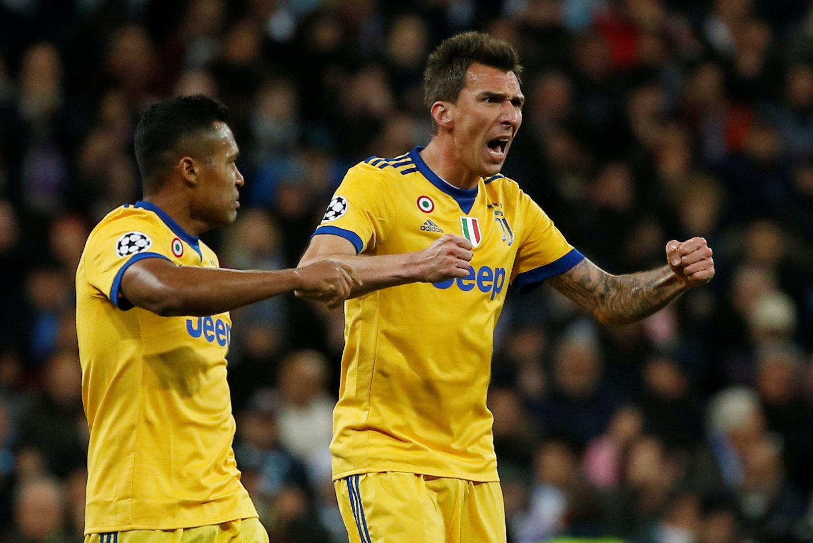 Niềm vui của Mandzukic sau khi nâng tỉ số lên 2-0 cho Juventus. Ảnh: REUTERS