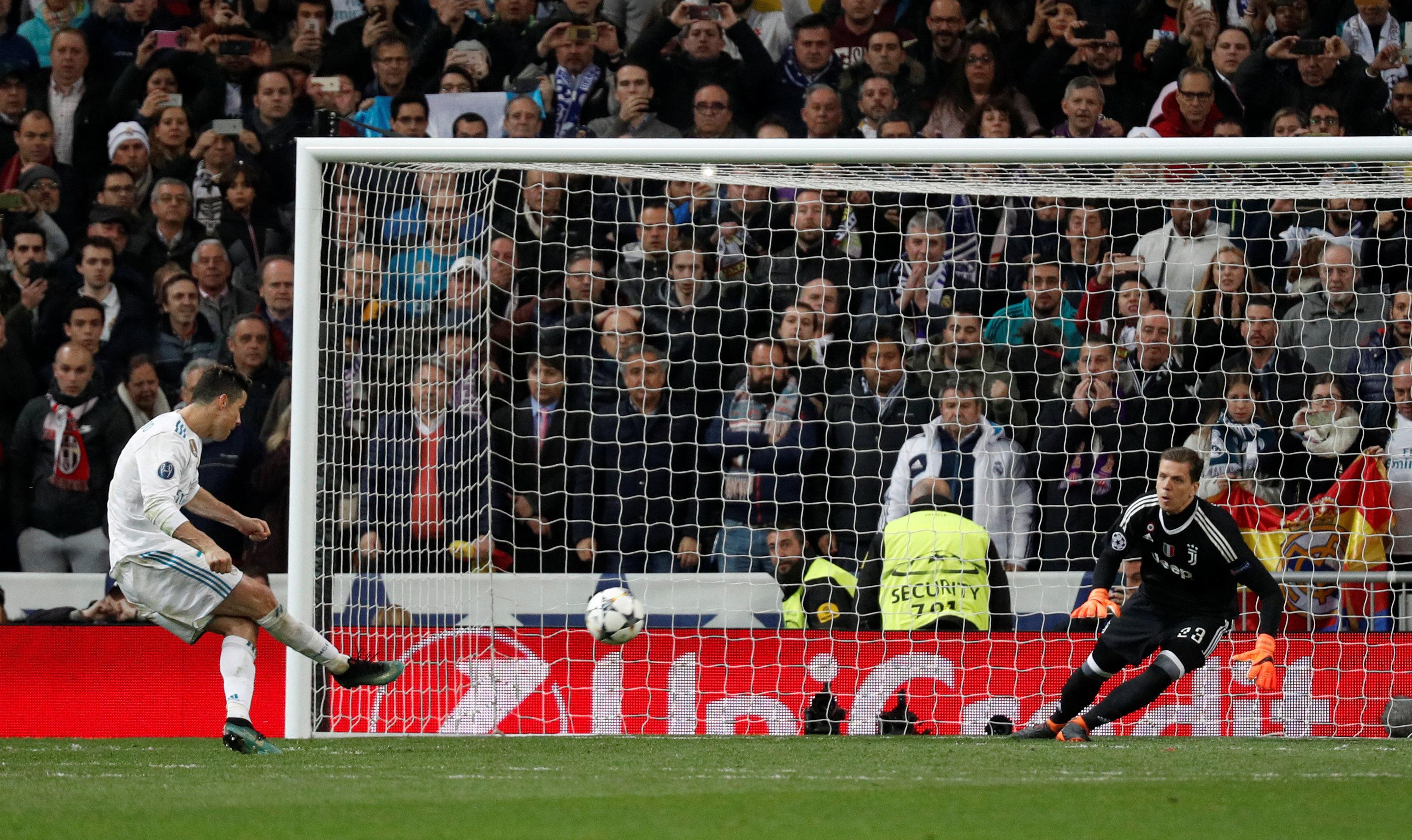Pha sút penalty quyết định của Ronaldo. Ảnh: REUTERS