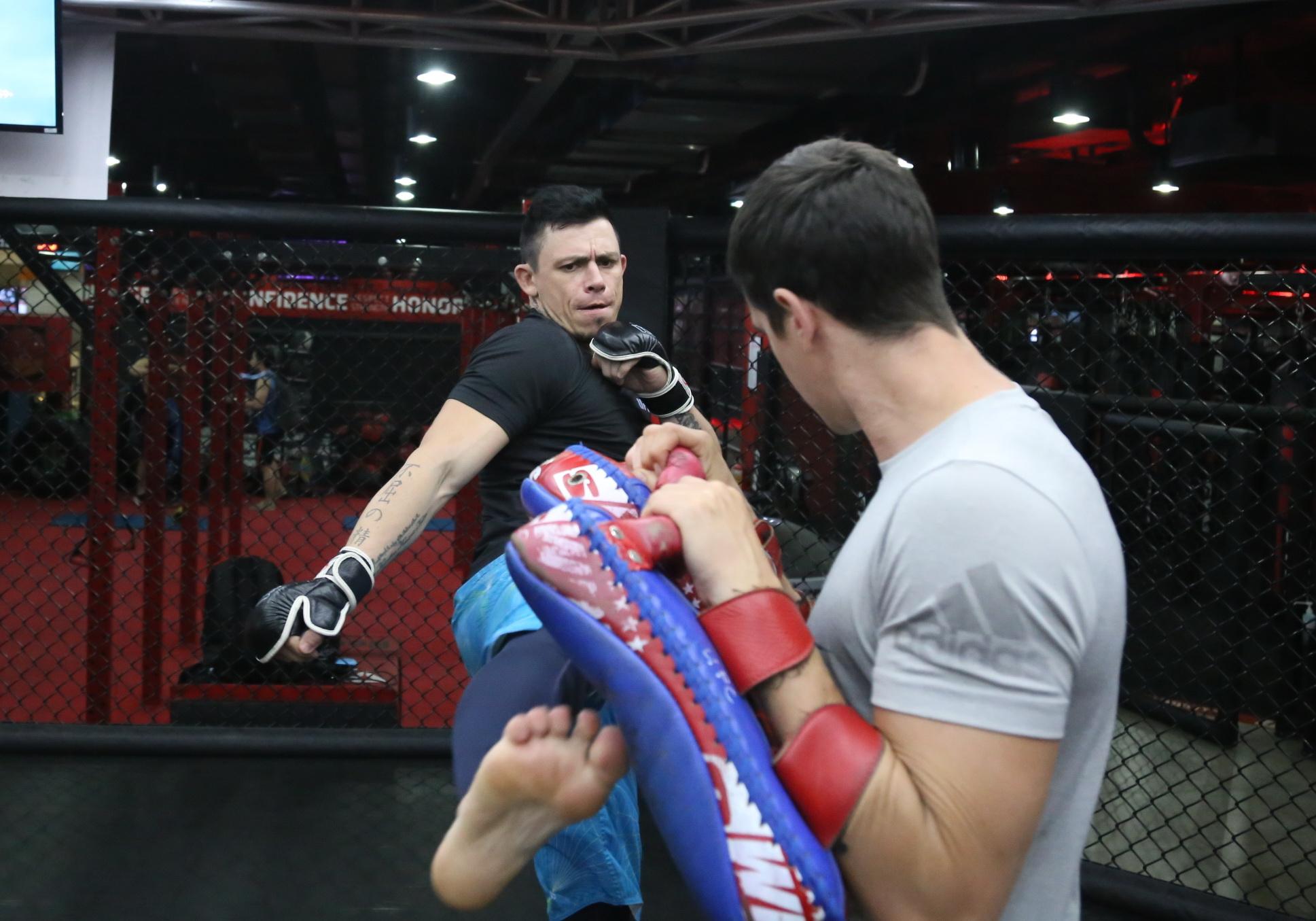 Lepont huấn luyện MMA ở 1 trung tâm ở Q.2, TP.HCM. Ảnh: H.Đ