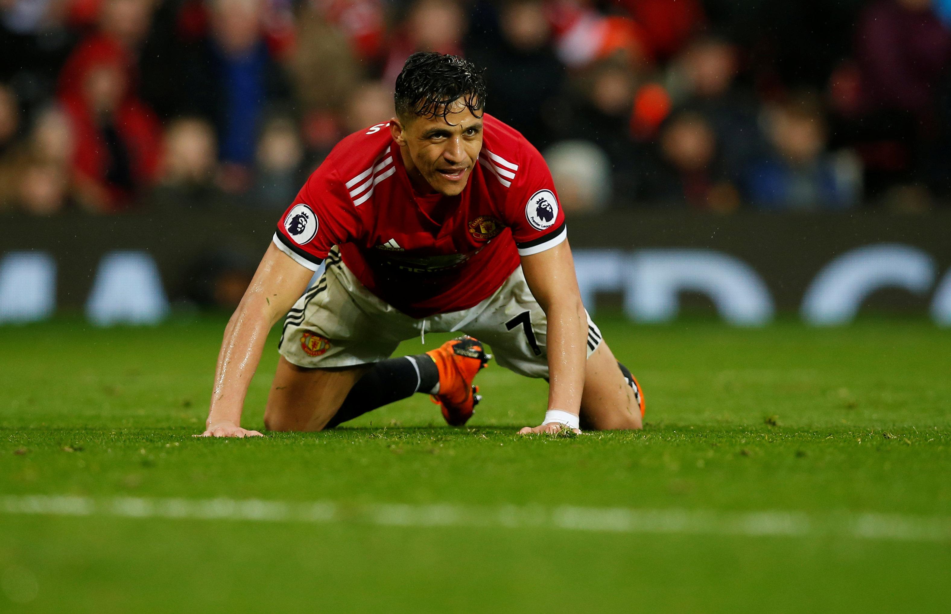 Vẻ mặt thất vọng của Sanchez sau trận thua West Brom. Ảnh: REUTERS