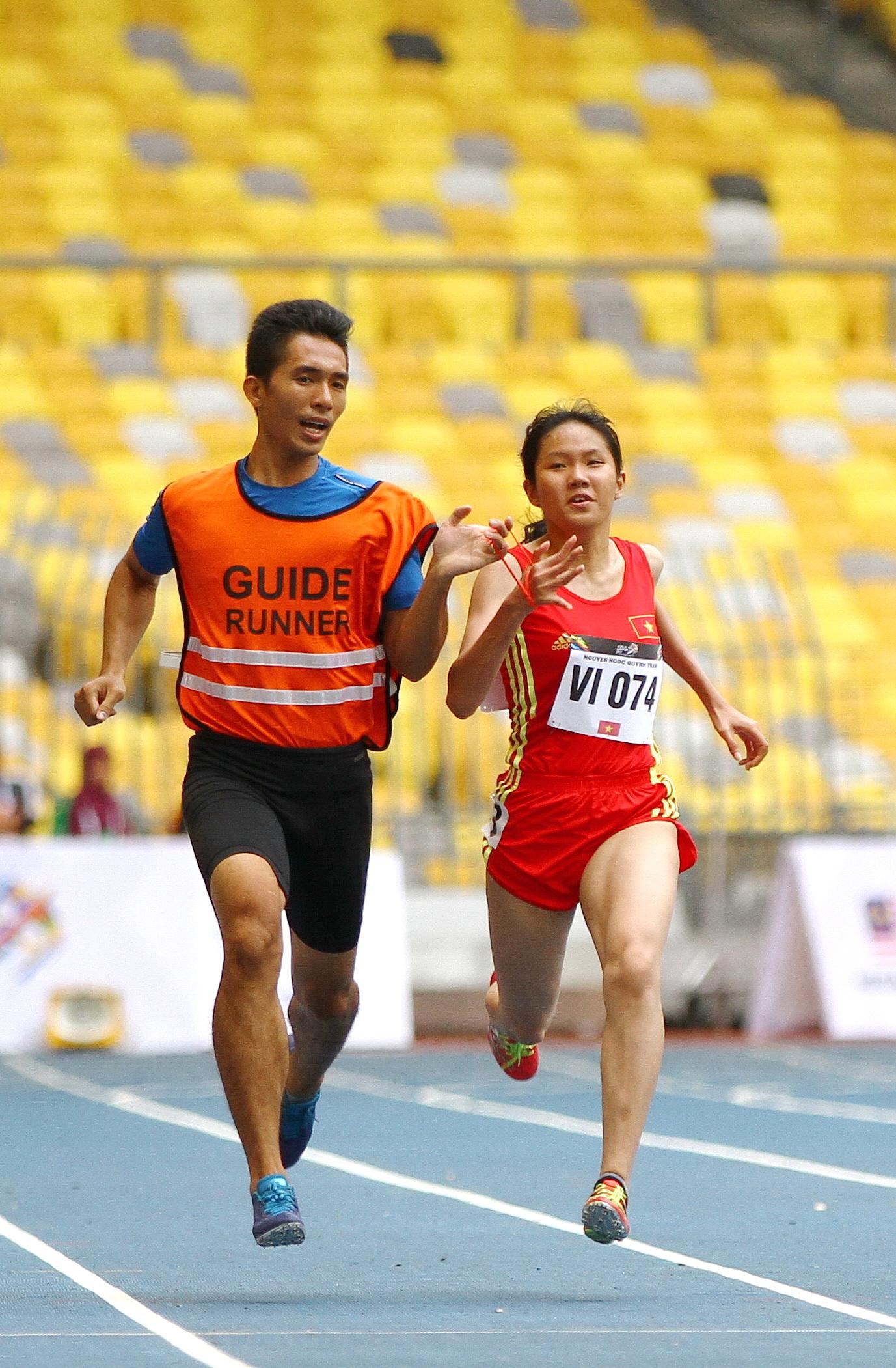 Quỳnh Trâm thi đấu tại ASEAN Para Games 2017...