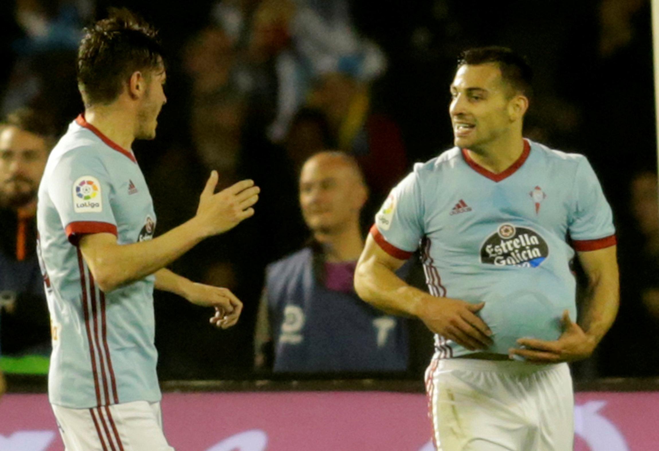 Jonny (phải) - tác giả bàn gỡ 1-1 cho Celta Vigo. Ảnh: REUTERS