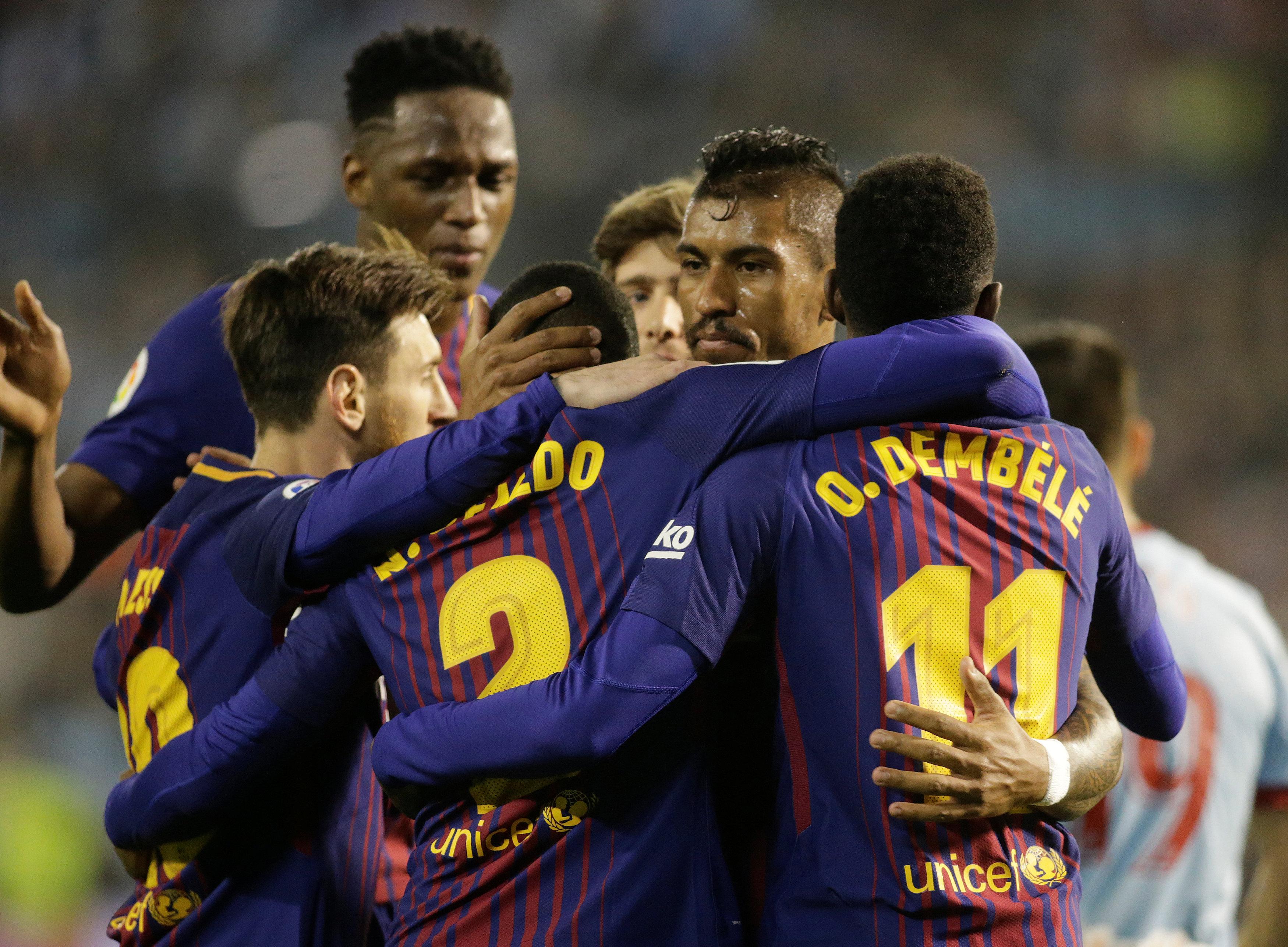 Niềm vui của các cầu thủ Barca sau khi nâng tỉ số lên 2-1. Ảnh: REUTERS