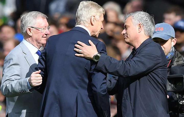 Bộ ba HLV: Alex Ferguson, Wenger và Mourinho trò chuyện trước trận đấu. Ảnh: GETTY IMAGES