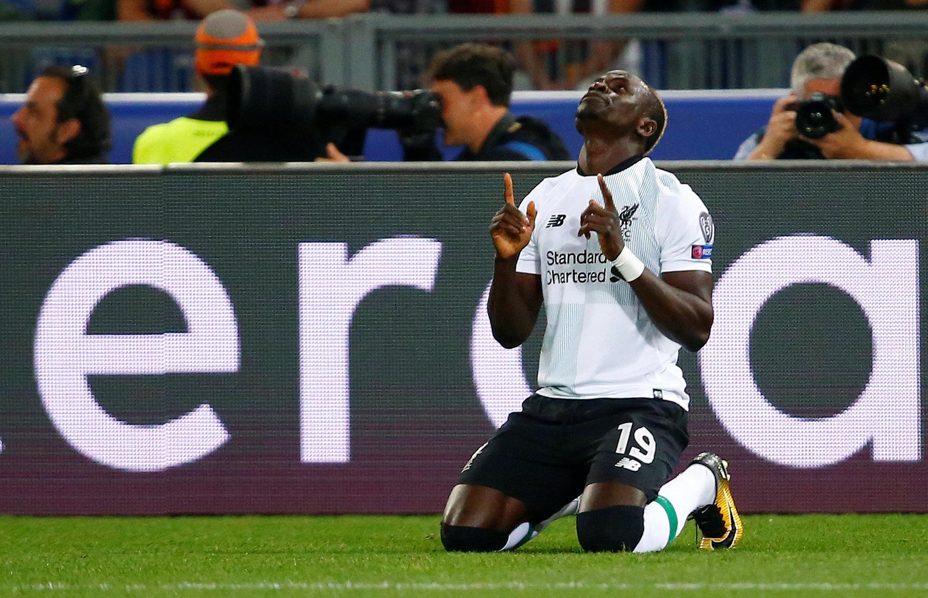 Mane ăn mừng bàn mở tỉ số cho Liverpool. Ảnh: REUTERS