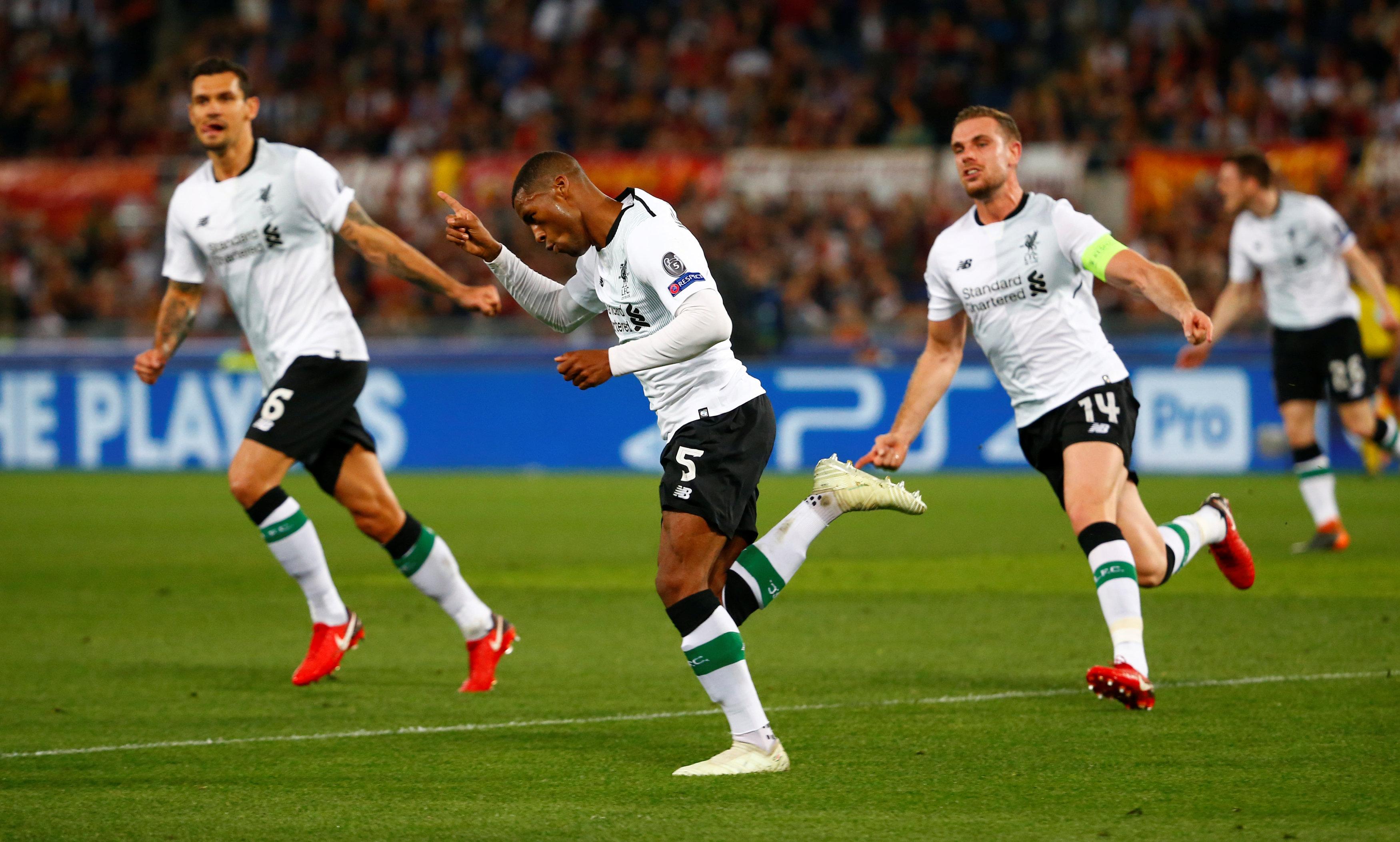 Wijnaldum ăn mừng bàn nâng tỉ số lên 2-1 cho Liverpool. Ảnh: REUTERS